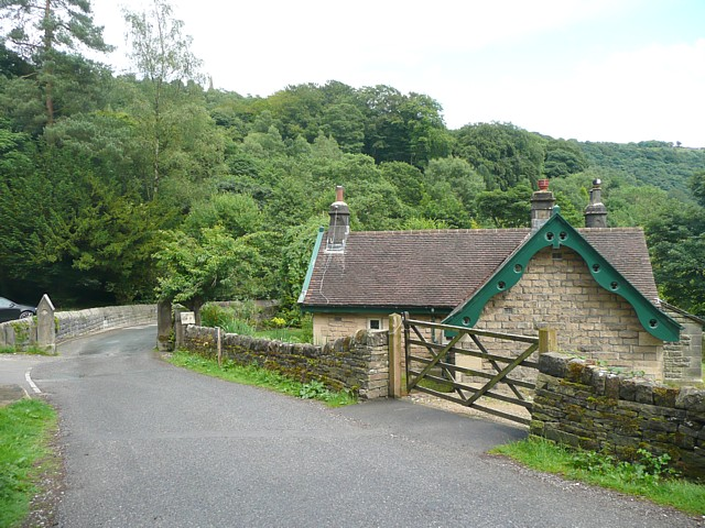 Gateway and Lodge, Hardcastle Crags, Wadsworth - geograph.org.uk - 1391281