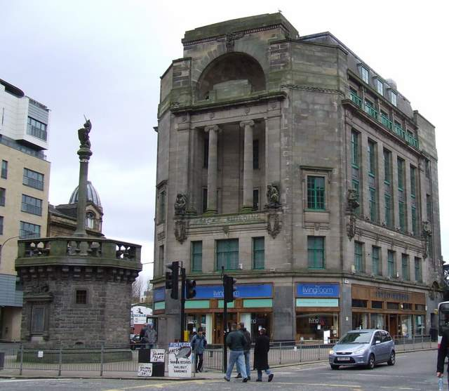Glasgow Mercat Cross with unicorn and the Mercat Building