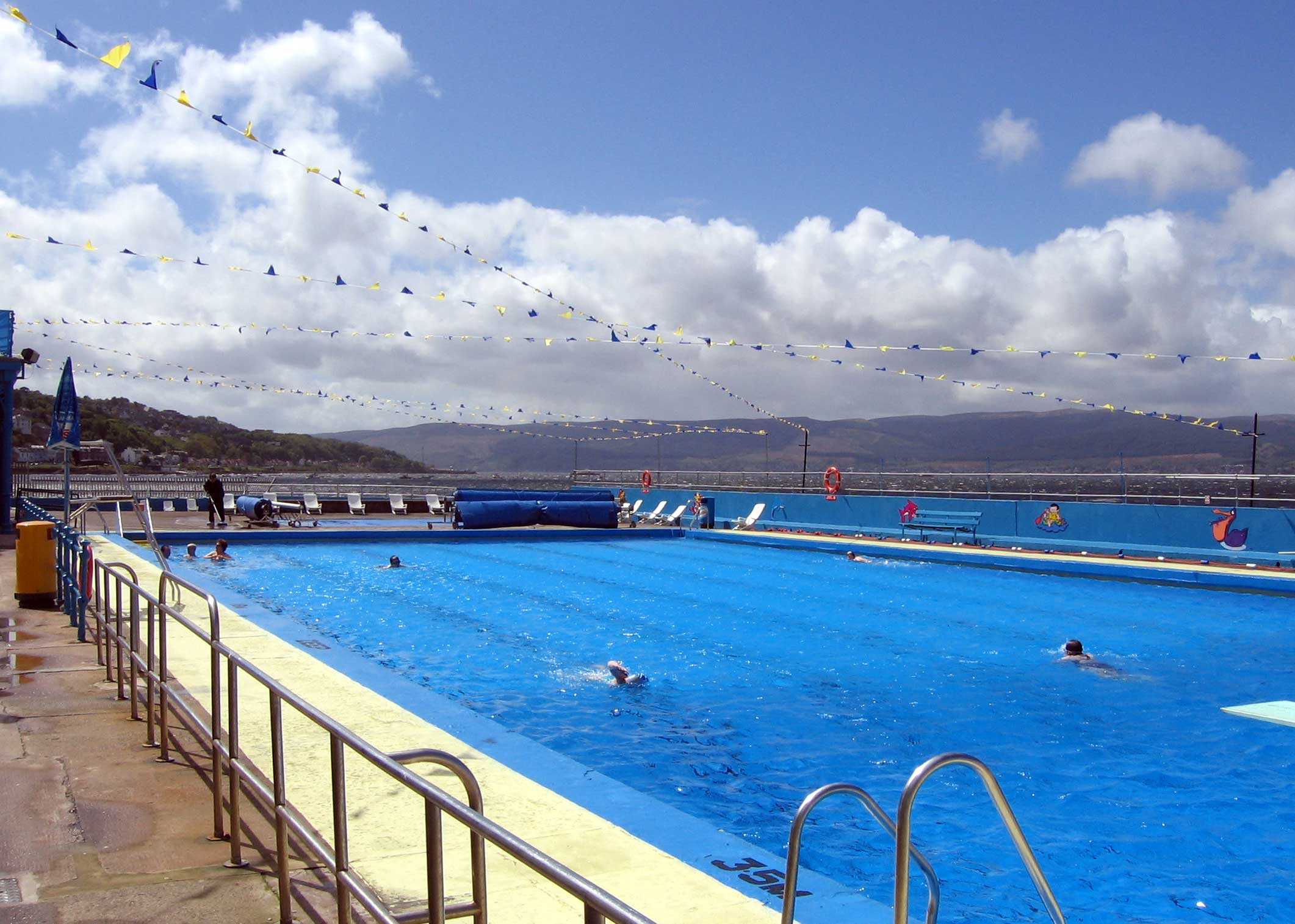 File gourock swimming wikimedia commons - Inverness swimming pool timetable ...