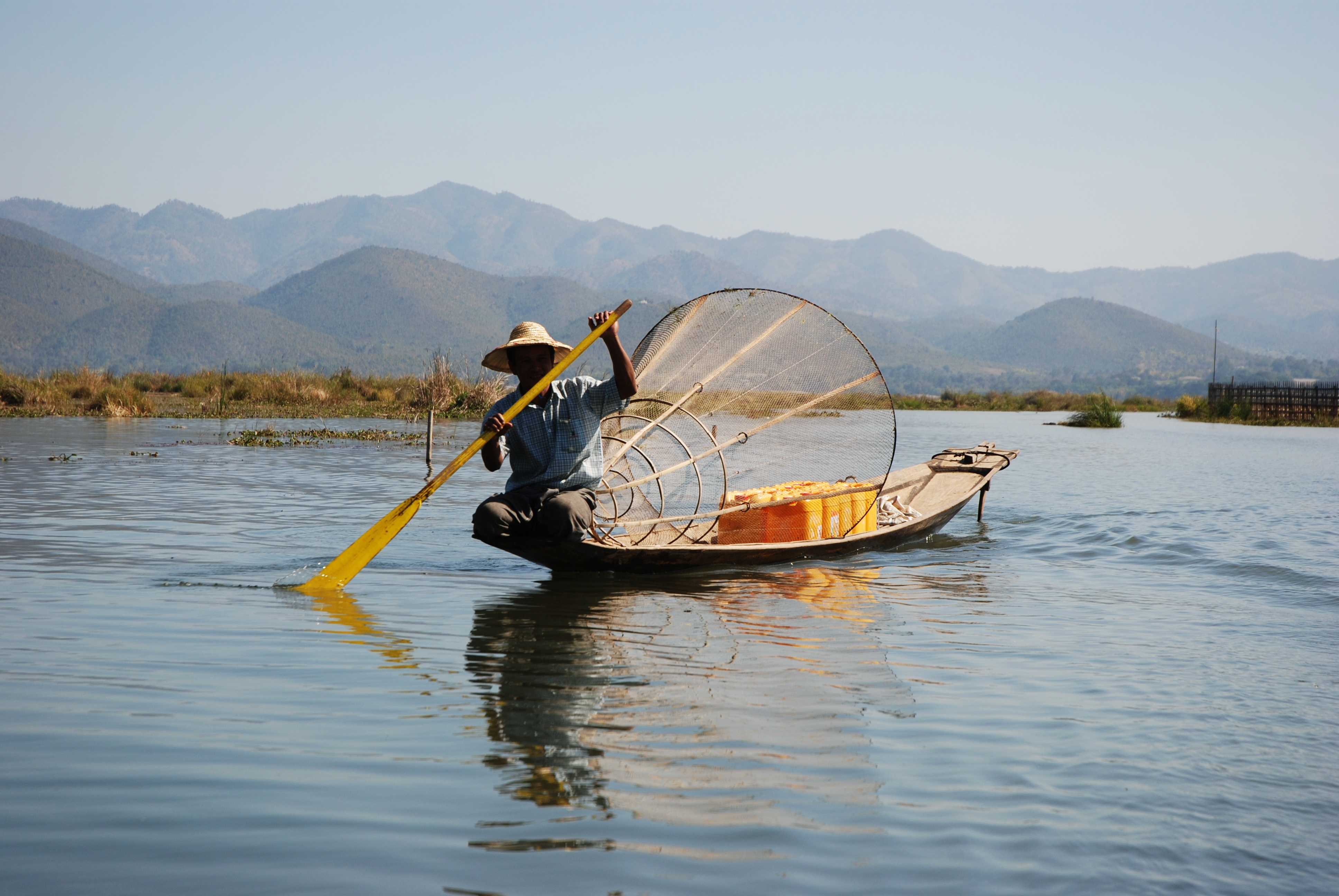 Inle Lake Myanmar  city photos : Description Inle Lake Burma fisherman 2