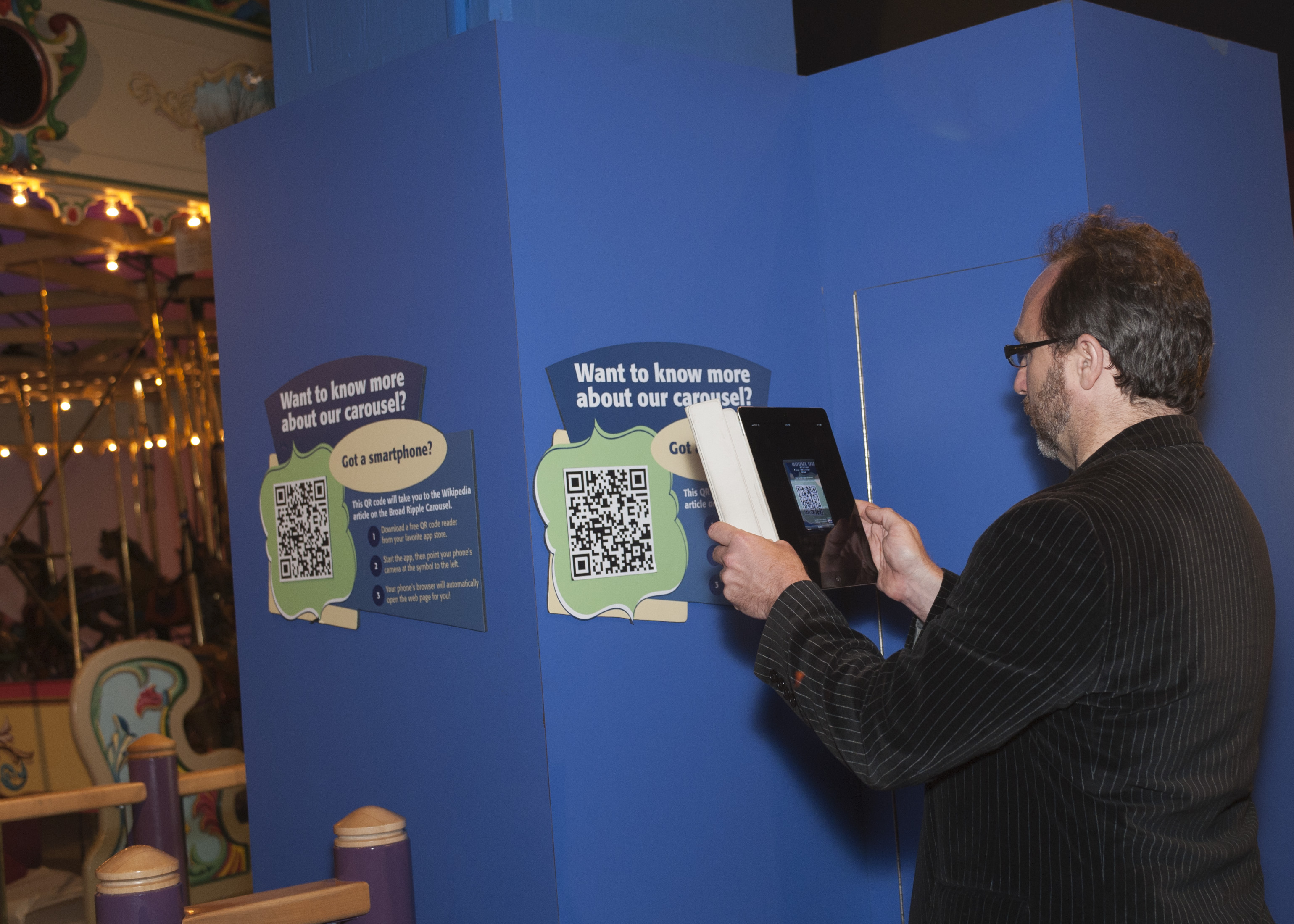 Jimmy Wales scans the QRpedia code for the w:Broad Ripple Park Carousel in The Children's Museum of Indianapolis on September 13, 2011.