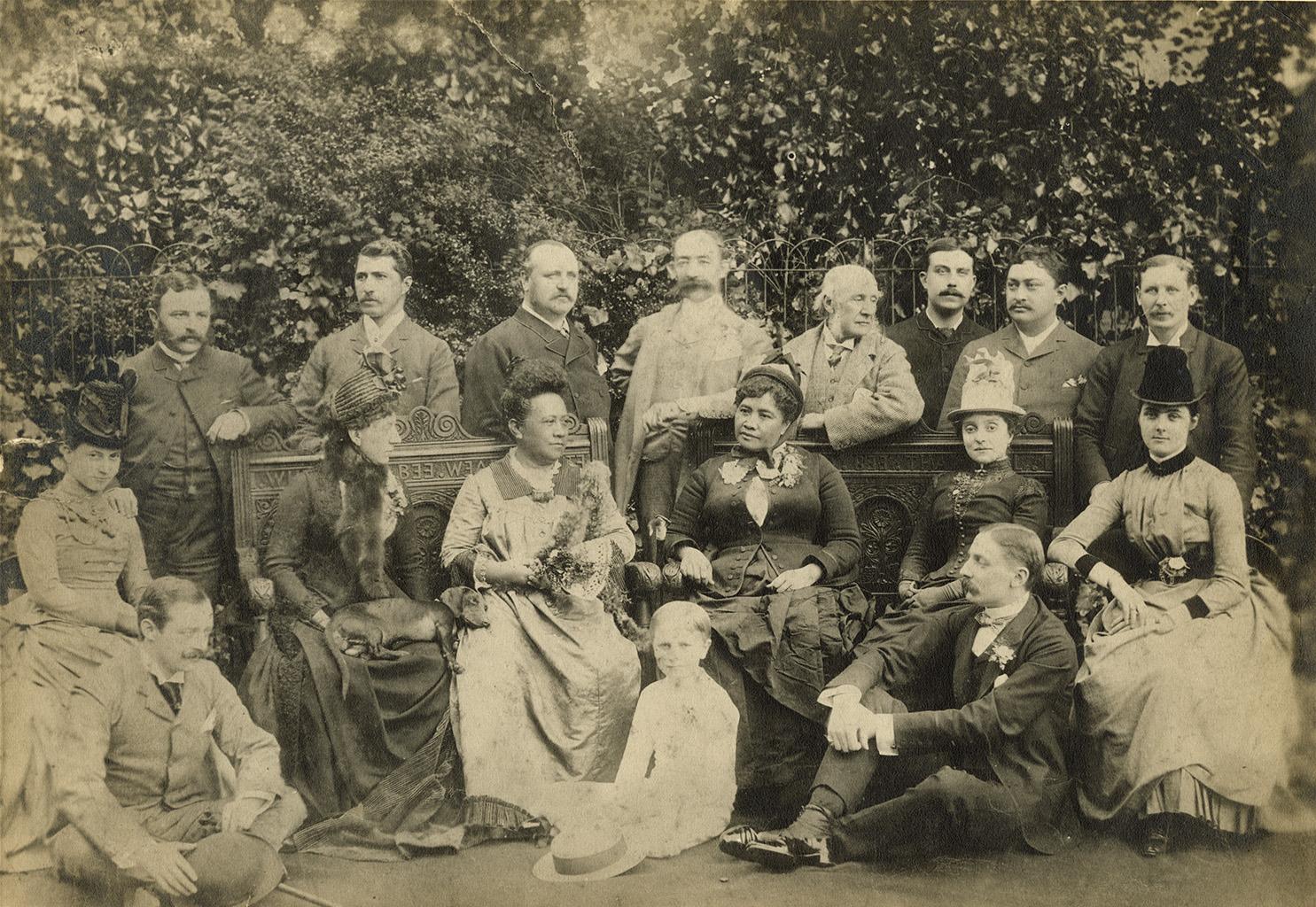 File:Kapiolani and Liliuokalani at the Stewart Estate, England, 1887 (PPWD-