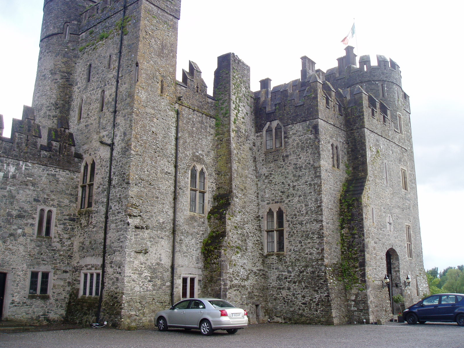 Kilkea castle wikiwand for Kildare castle