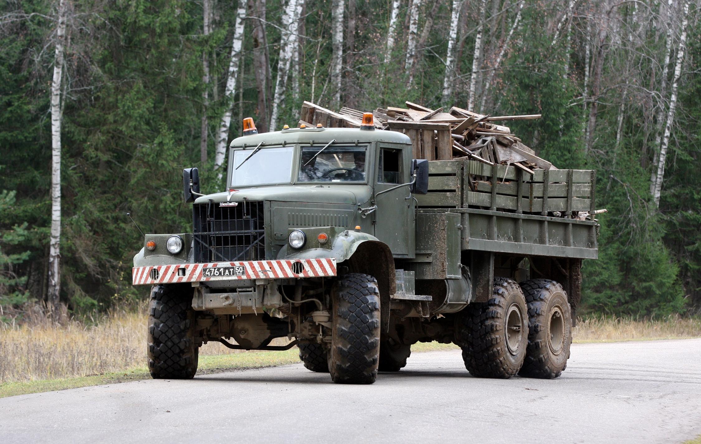 Description KrAZ-255B military truck.jpg