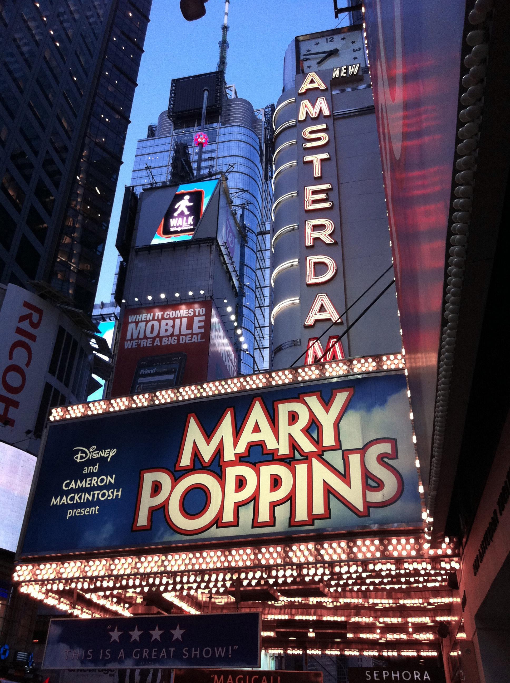 File:Mary Poppins en el New Amsterdam Theatre de Broadway