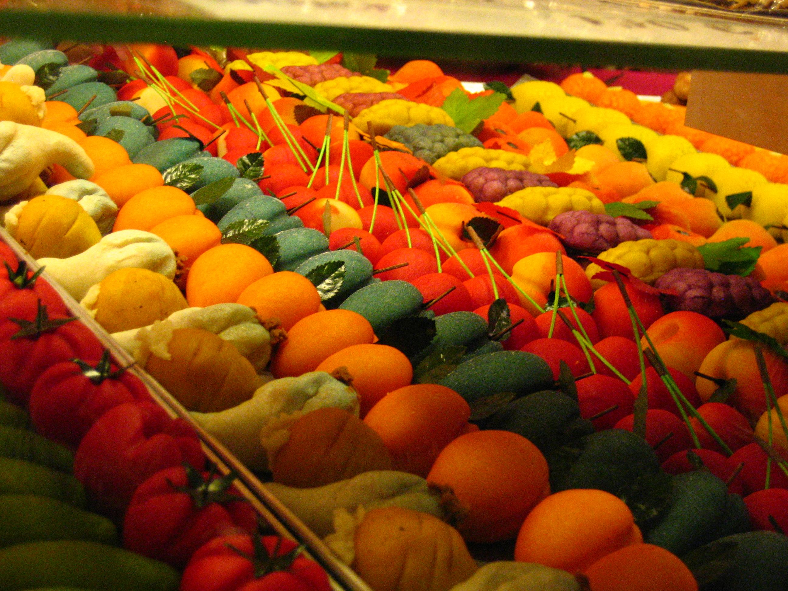 File:Marzipan fruits at the Nuremberg Christmas Market.jpg ...