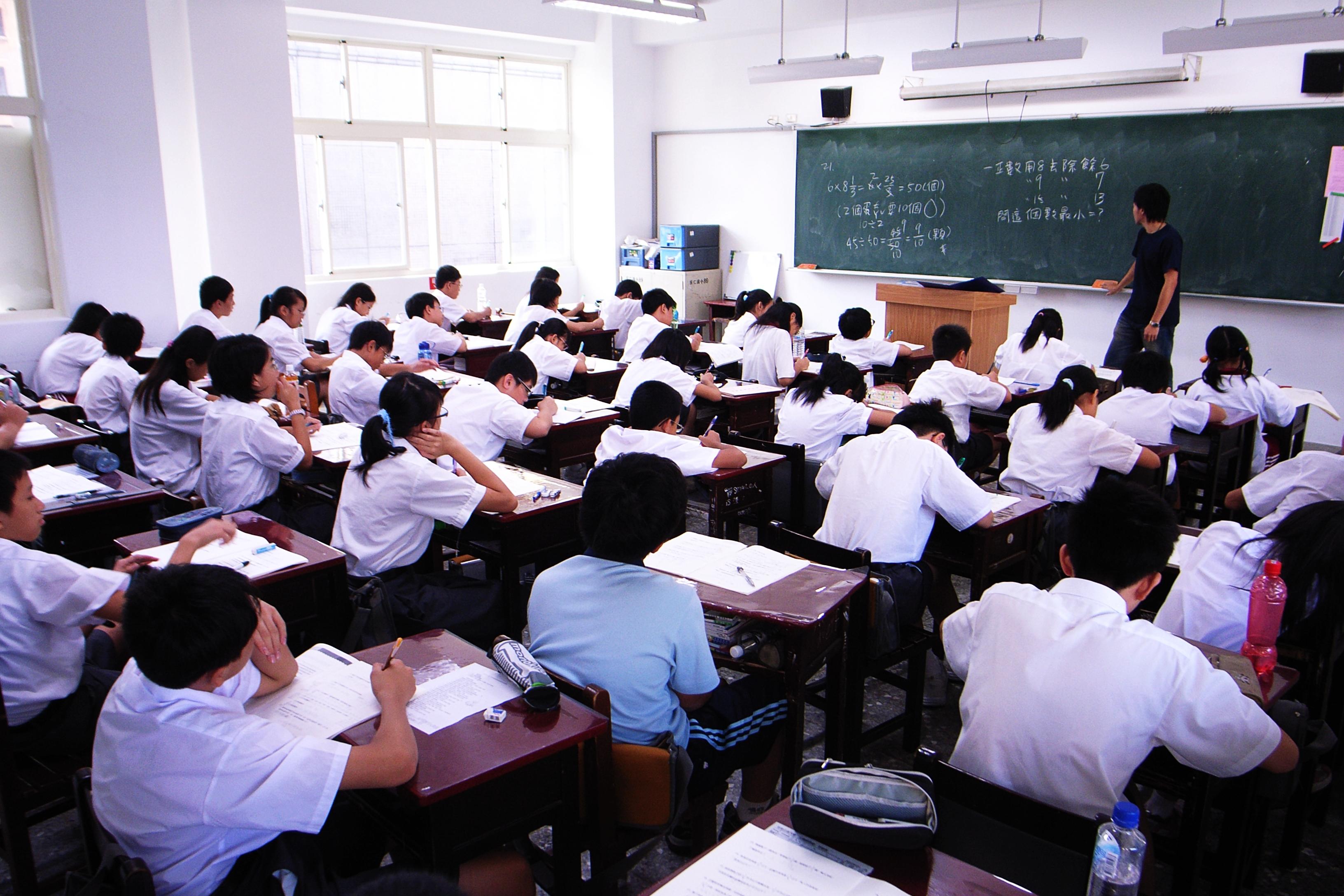 file math class in chu jen junior high school 2007 08 23 jpg