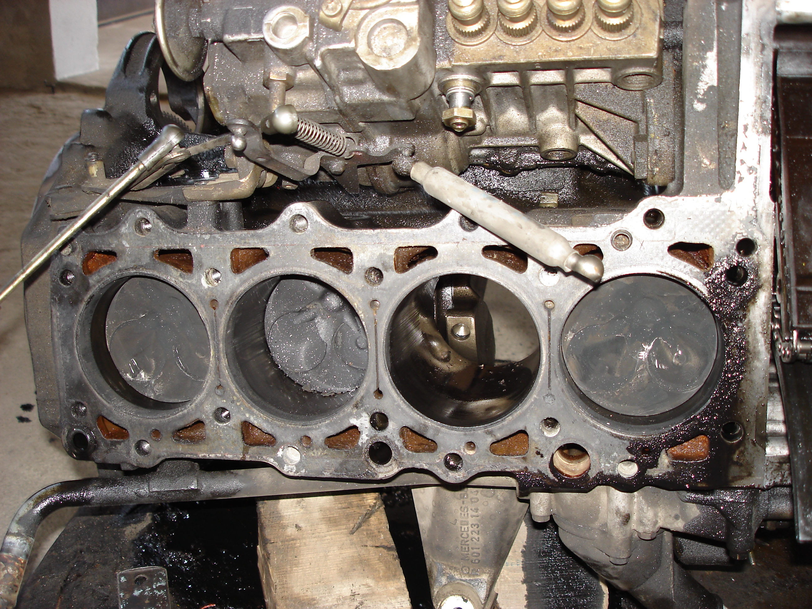 File:Mercedes Benz OM601 Diesel Engine Pistons Top View (engine Head  Removed)