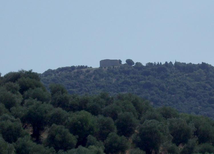 Panorama con il Tino di Moscona sulla vetta della collina