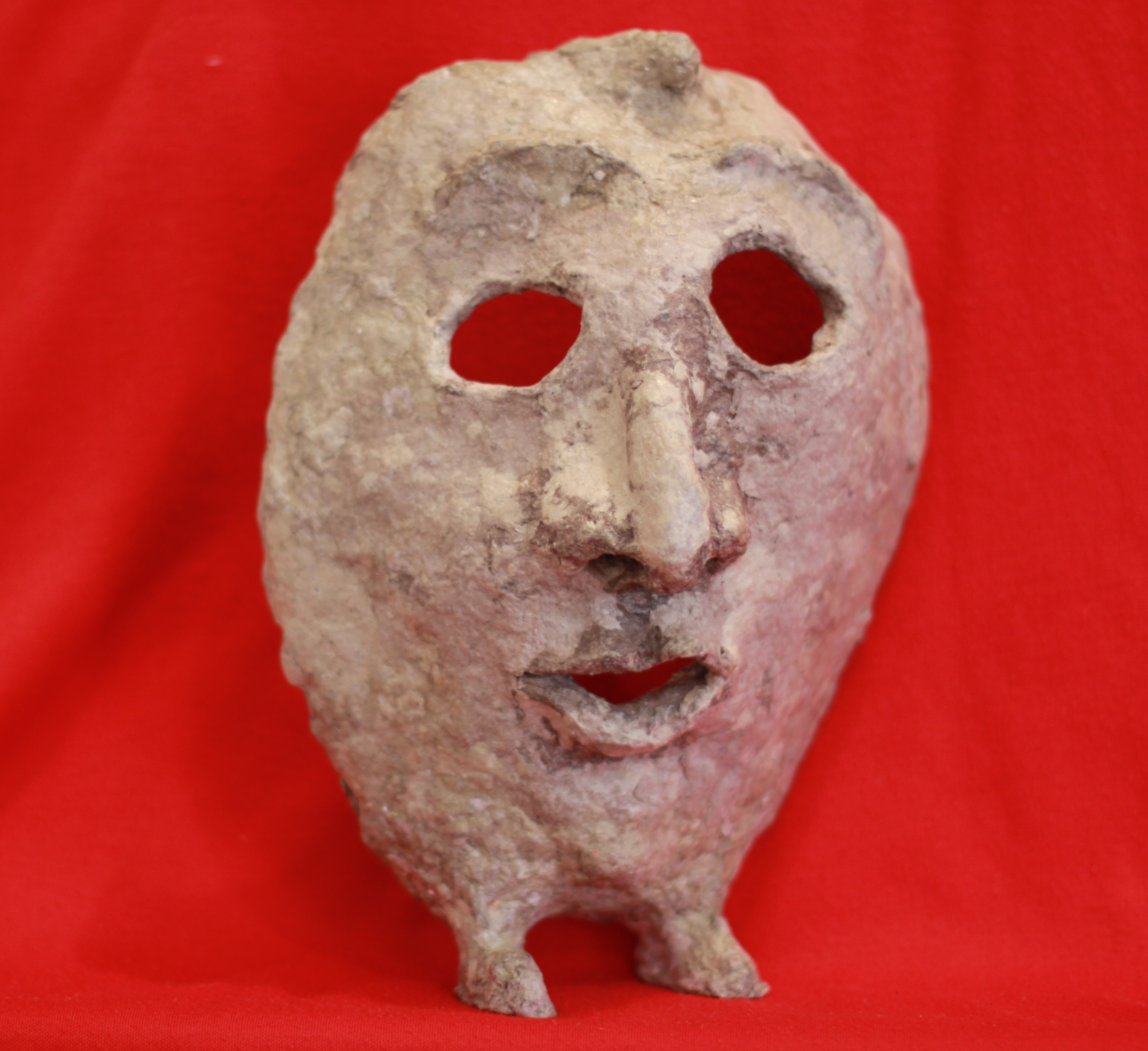 File paper mache mask with feet front view with red - Masque papier mache ...