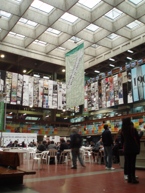 Opiniones de facultad de arquitectura dise o y urbanismo for Diseno de interiores fadu