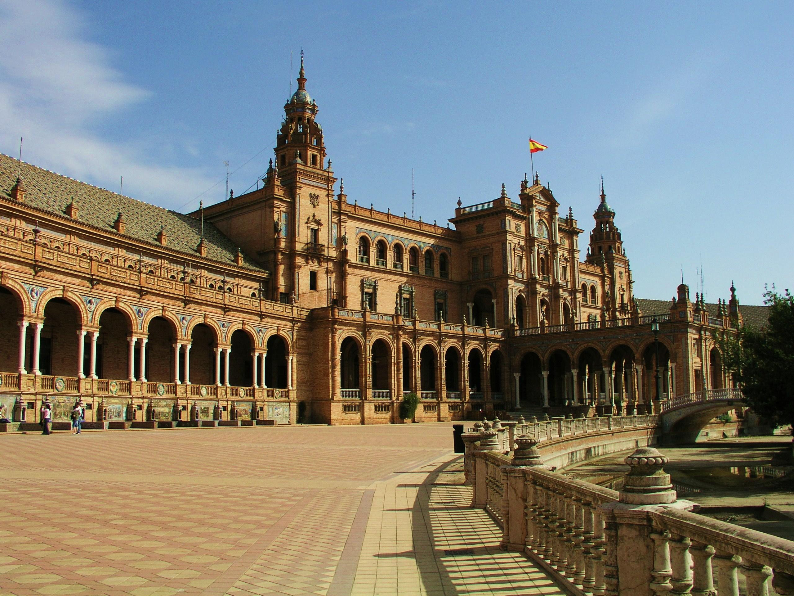 File:Plaza de Espana - plein in Sevilla.jpg