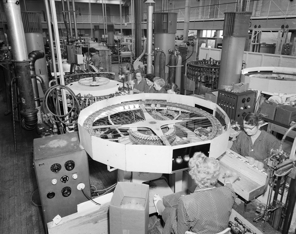 File:Production Of Incandescent Lamp At Luma Norwegian Lamp Factory