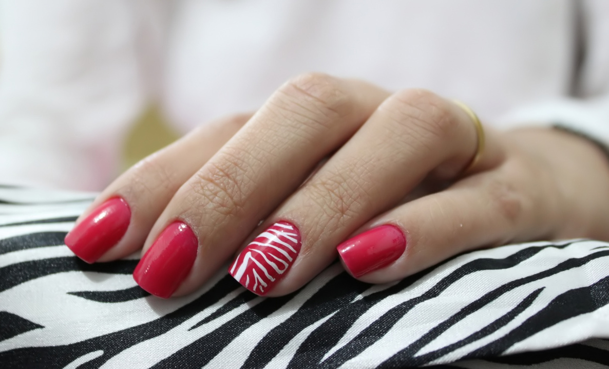 Description Red nail art with white stripes.jpg