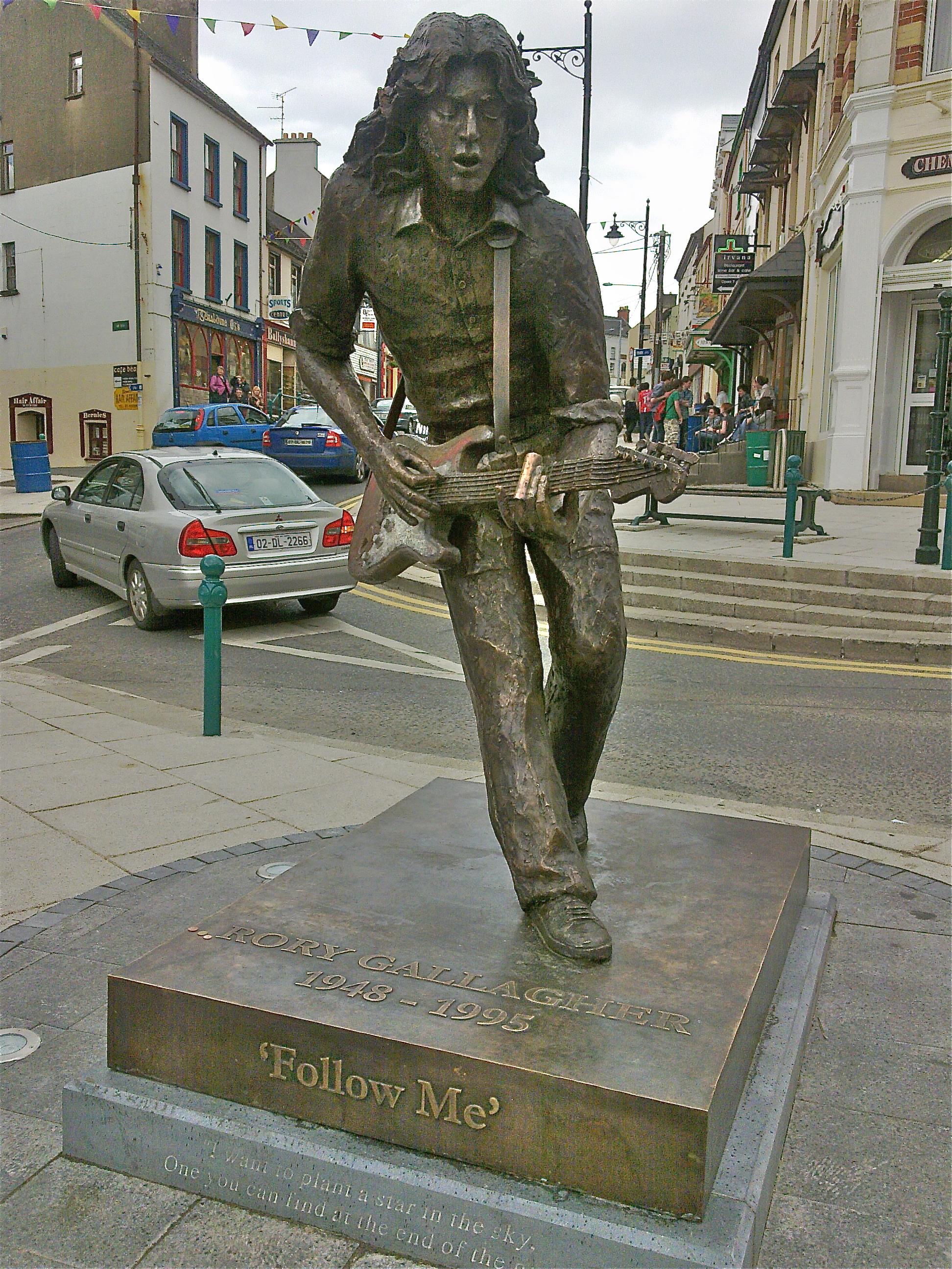 Rory_Gallagher_Statue_-_Ballyshannon.jpg