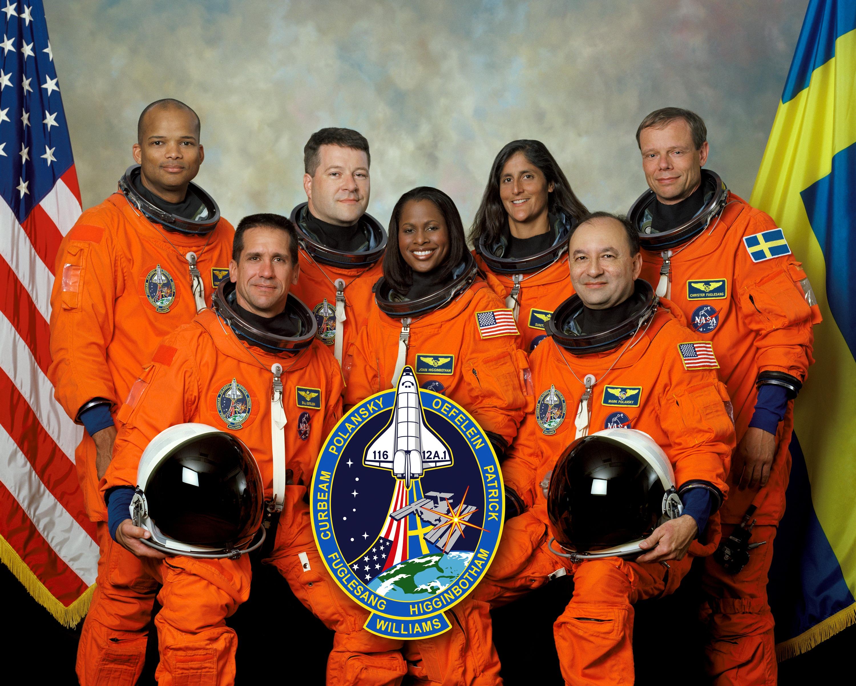 File:STS-116 crew.jpg - Wikimedia Commons