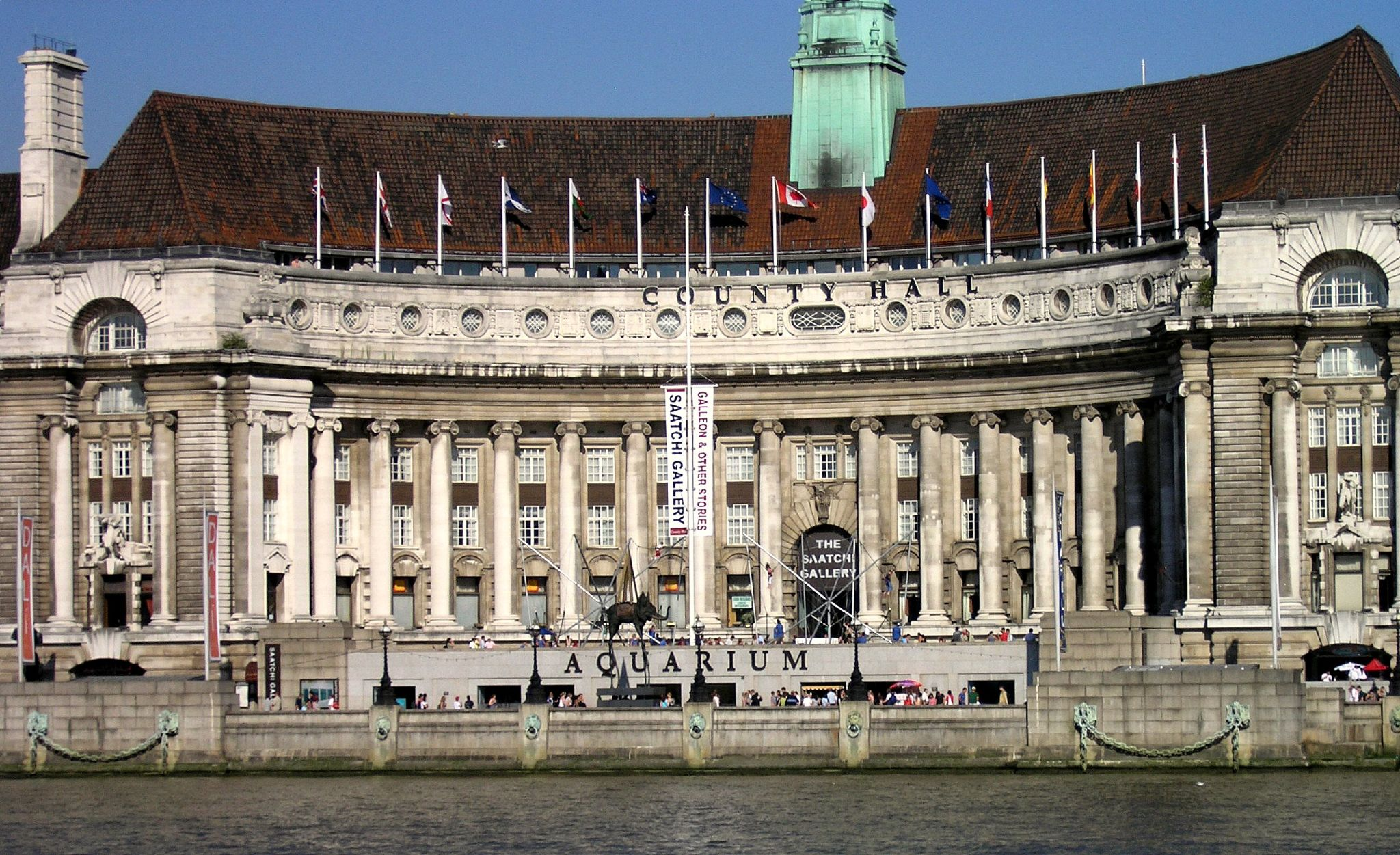 Saatchi Gallery and London Aquarium County Hall photo by gailf548.jpg