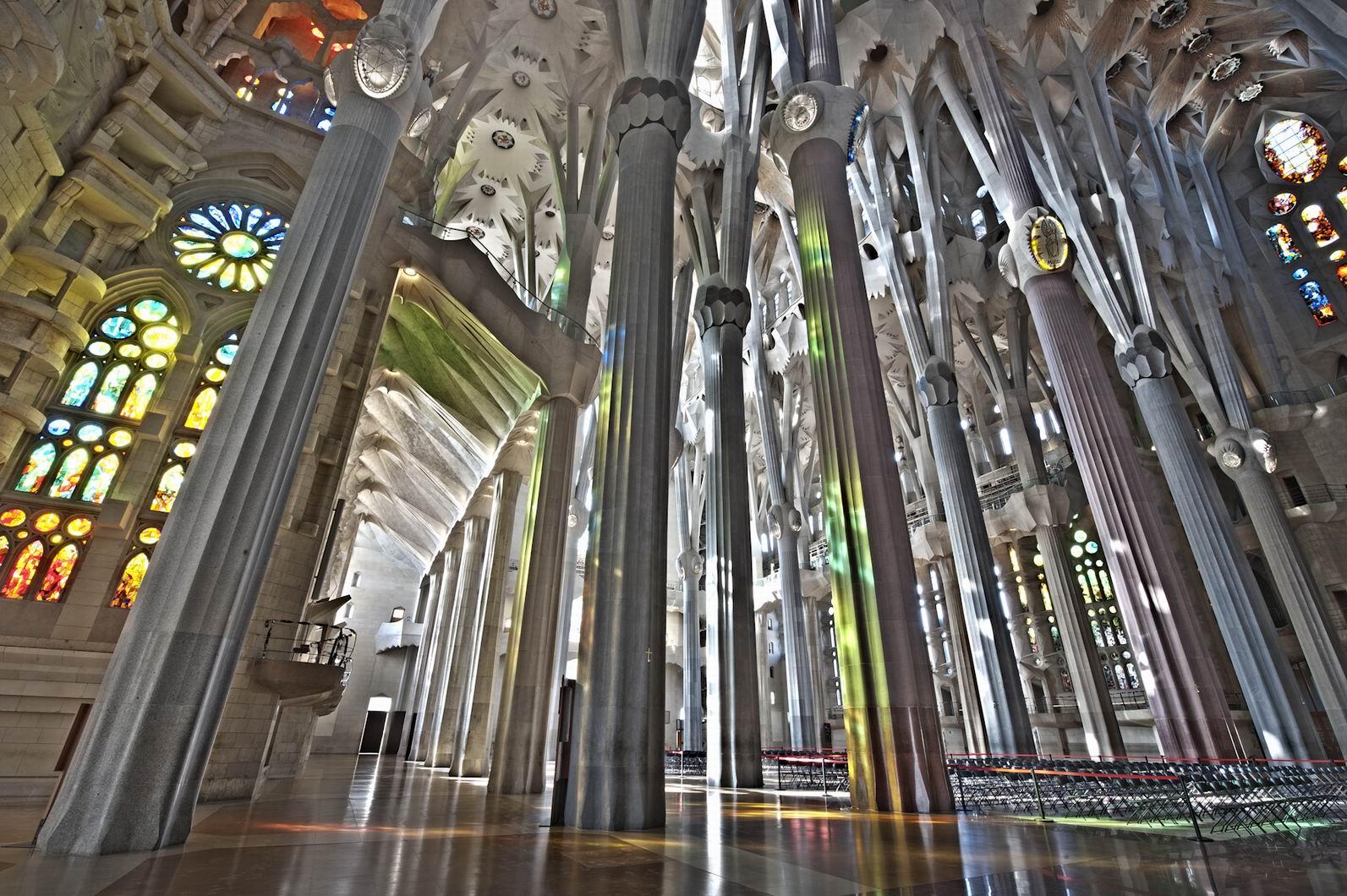 File:Sagrada Família. Interior nau.jpg - Wikimedia Commons