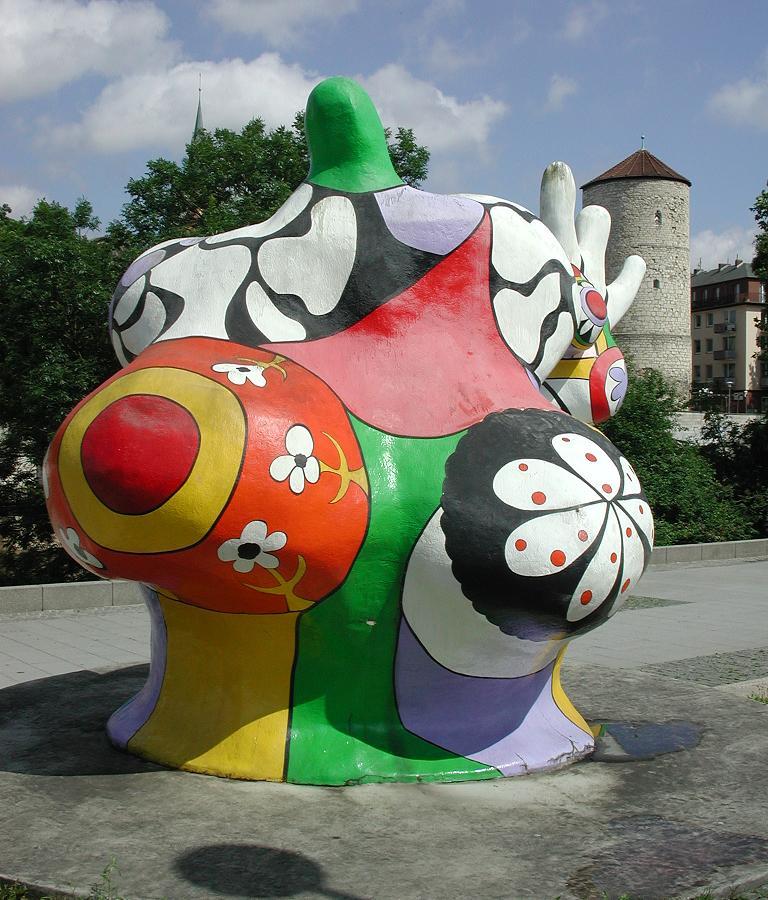 http://upload.wikimedia.org/wikipedia/commons/2/26/Saint_phalle_hannover1.JPG?uselang=fr