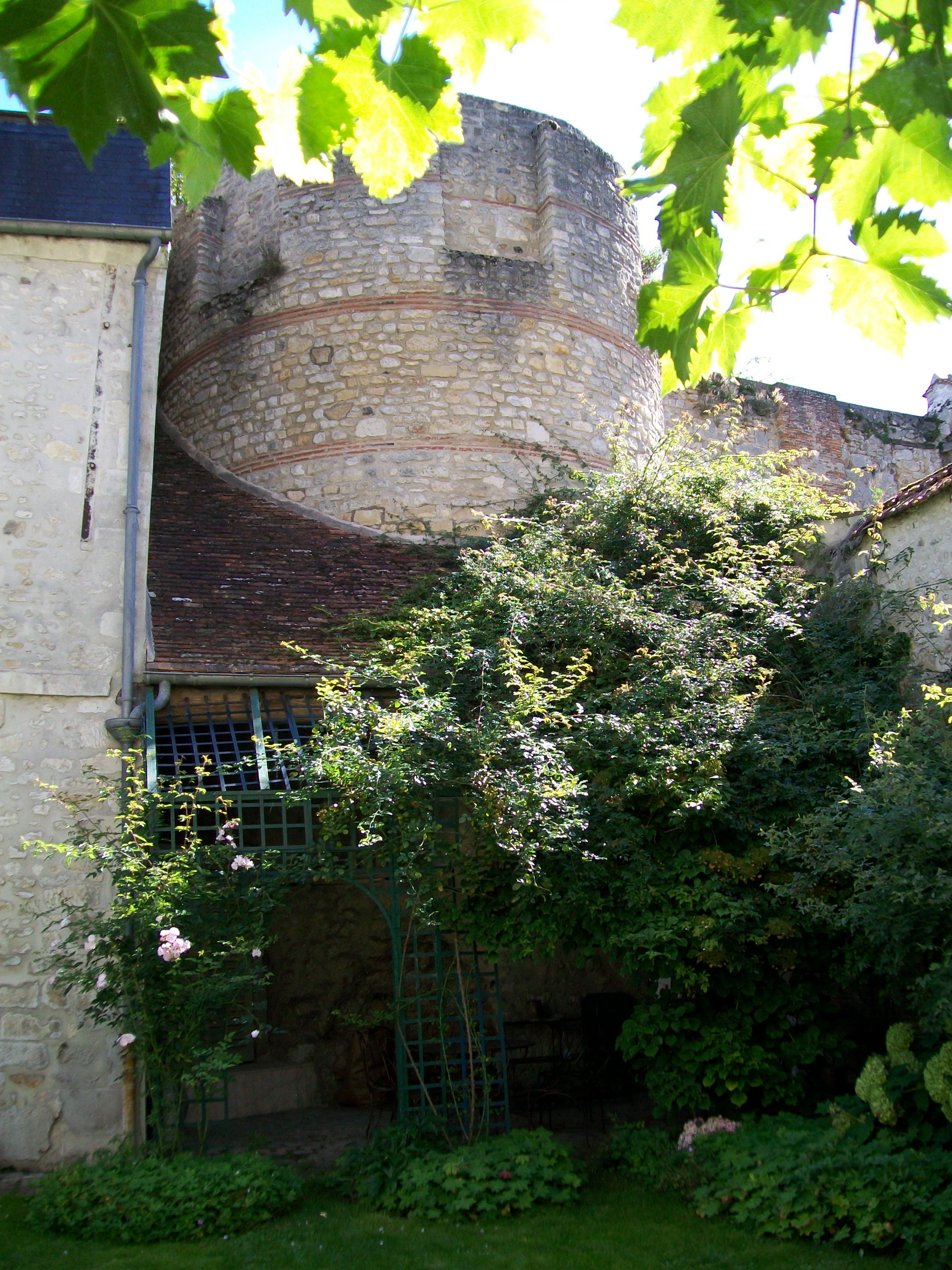... File Senlis 60 Rempart Gallo Romain Dans Un Jardin 10 For Creuser Un  Puit Dans Son ...