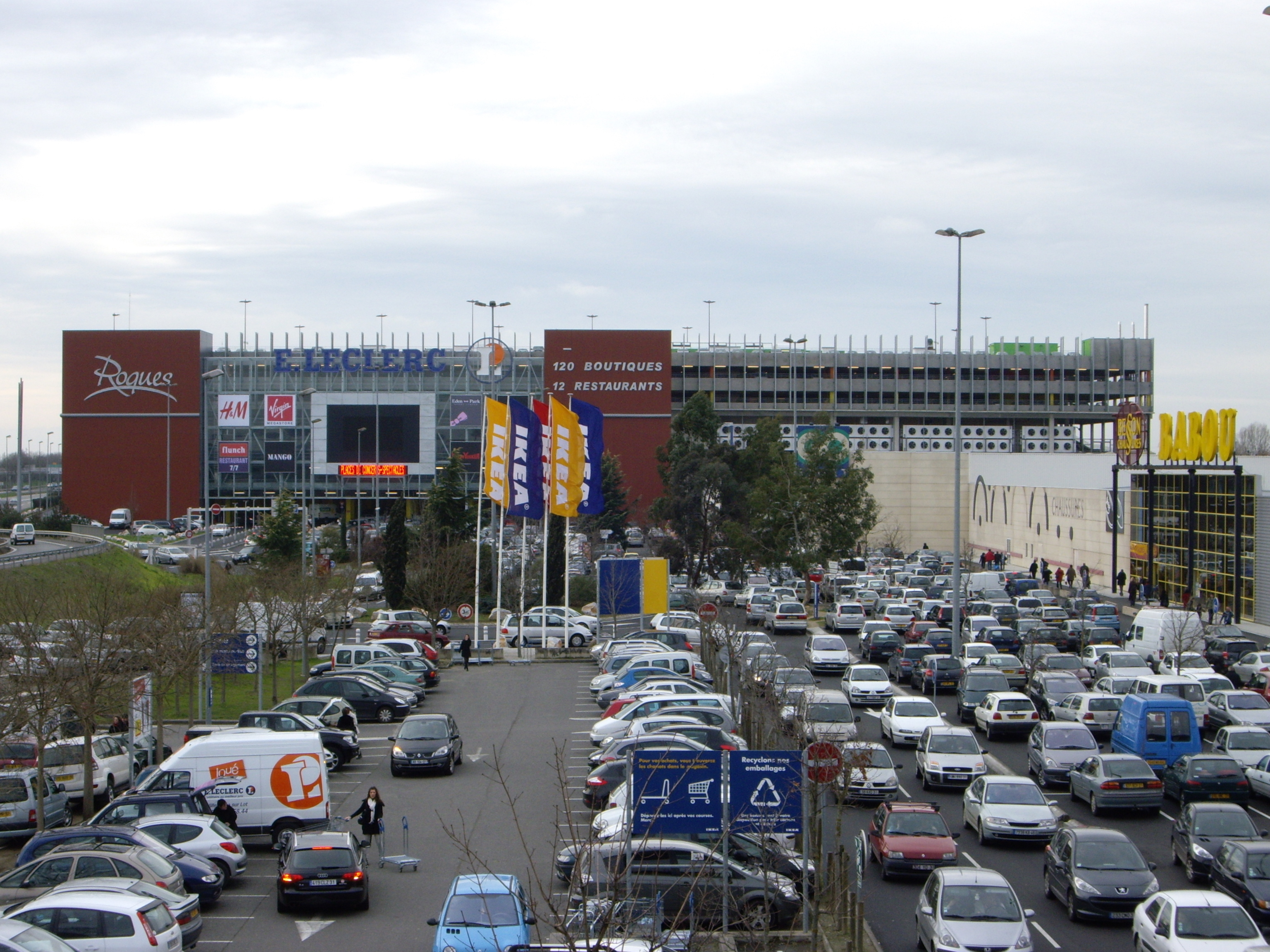 File shopping mall in roques haute garonne france jpg - Centre bouddhiste haute garonne ...
