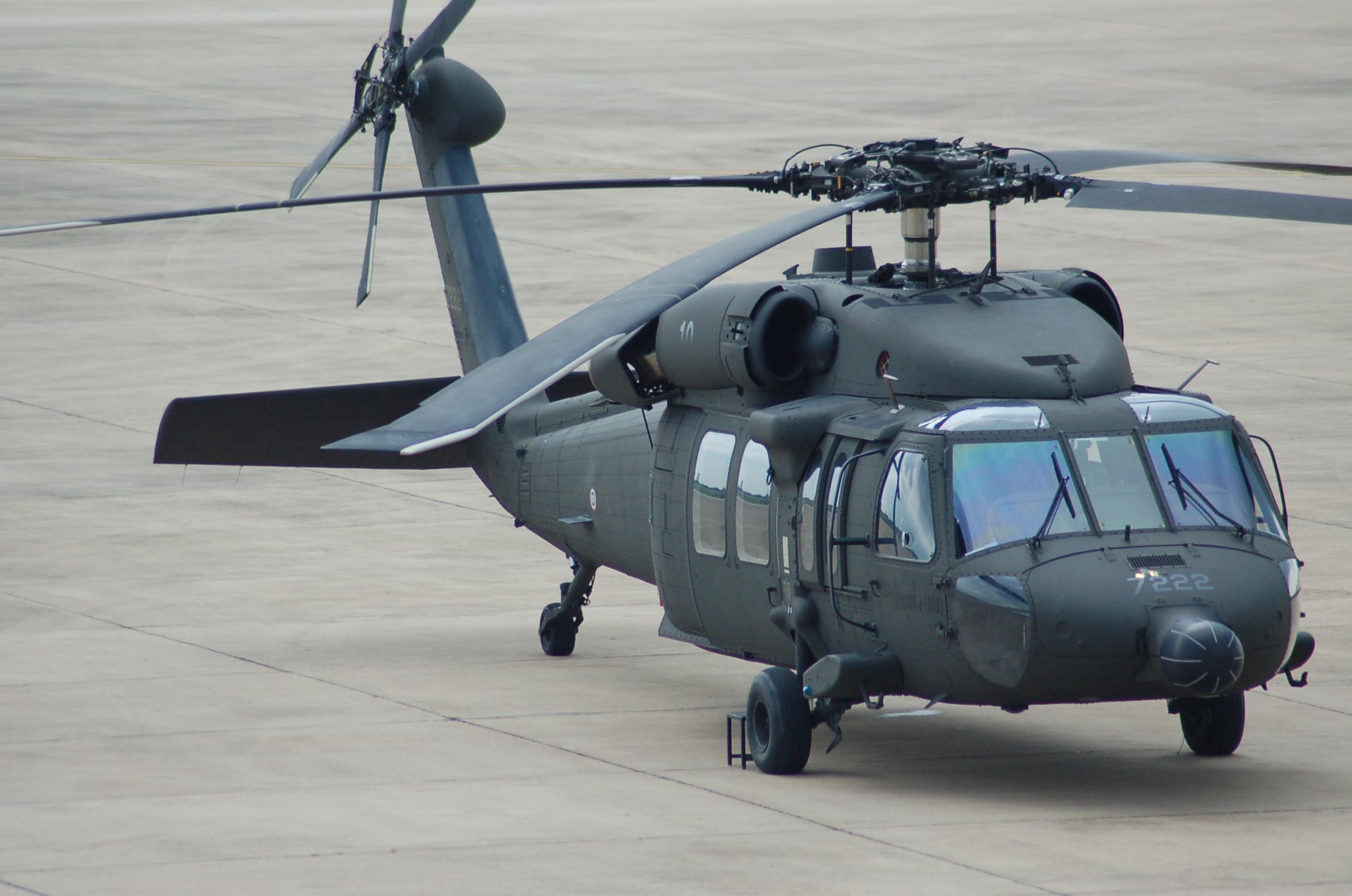 File:Sikorsky UH-60 Blackhawk of the Royal Thai Army at Khon Kaen (8876686169) (2).jpg - Wikimedia Commons