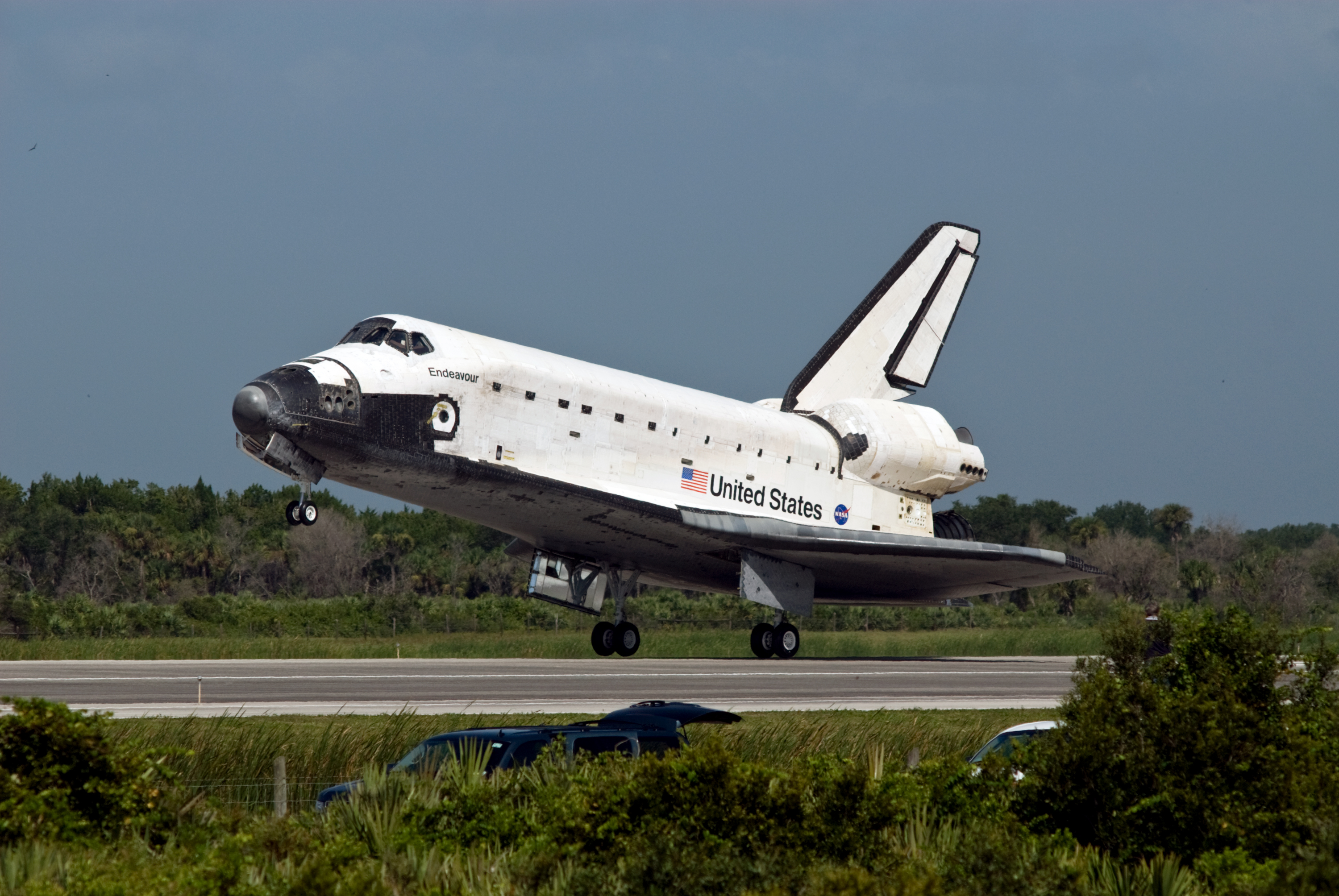 File space shuttle endeavour lands at the kennedy space center on july