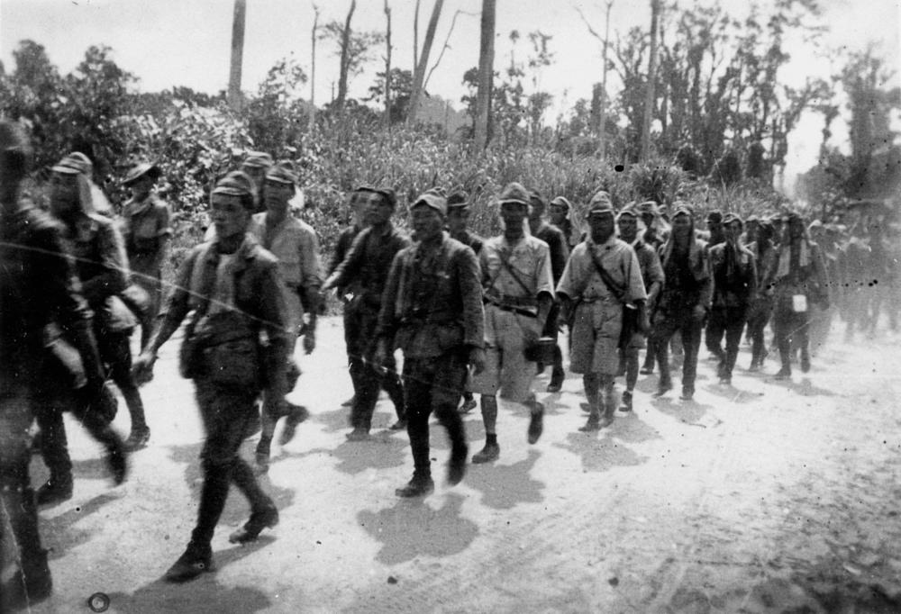 ... 185551 Unit of Japanese soldiers at surrender, Bougainville, 1945.jpg