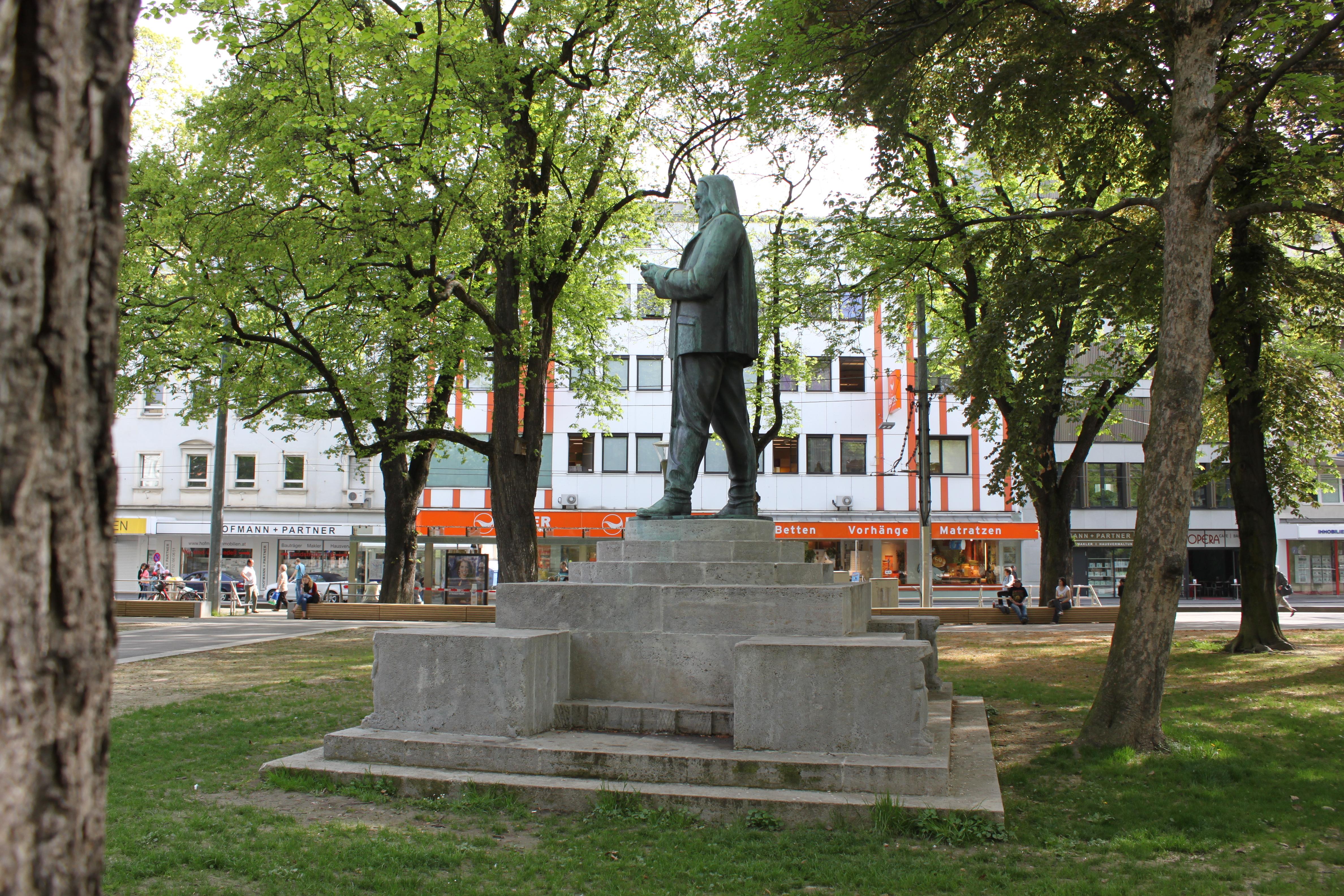 File Stelzhamerdenkmal02 Jpg Wikimedia Commons
