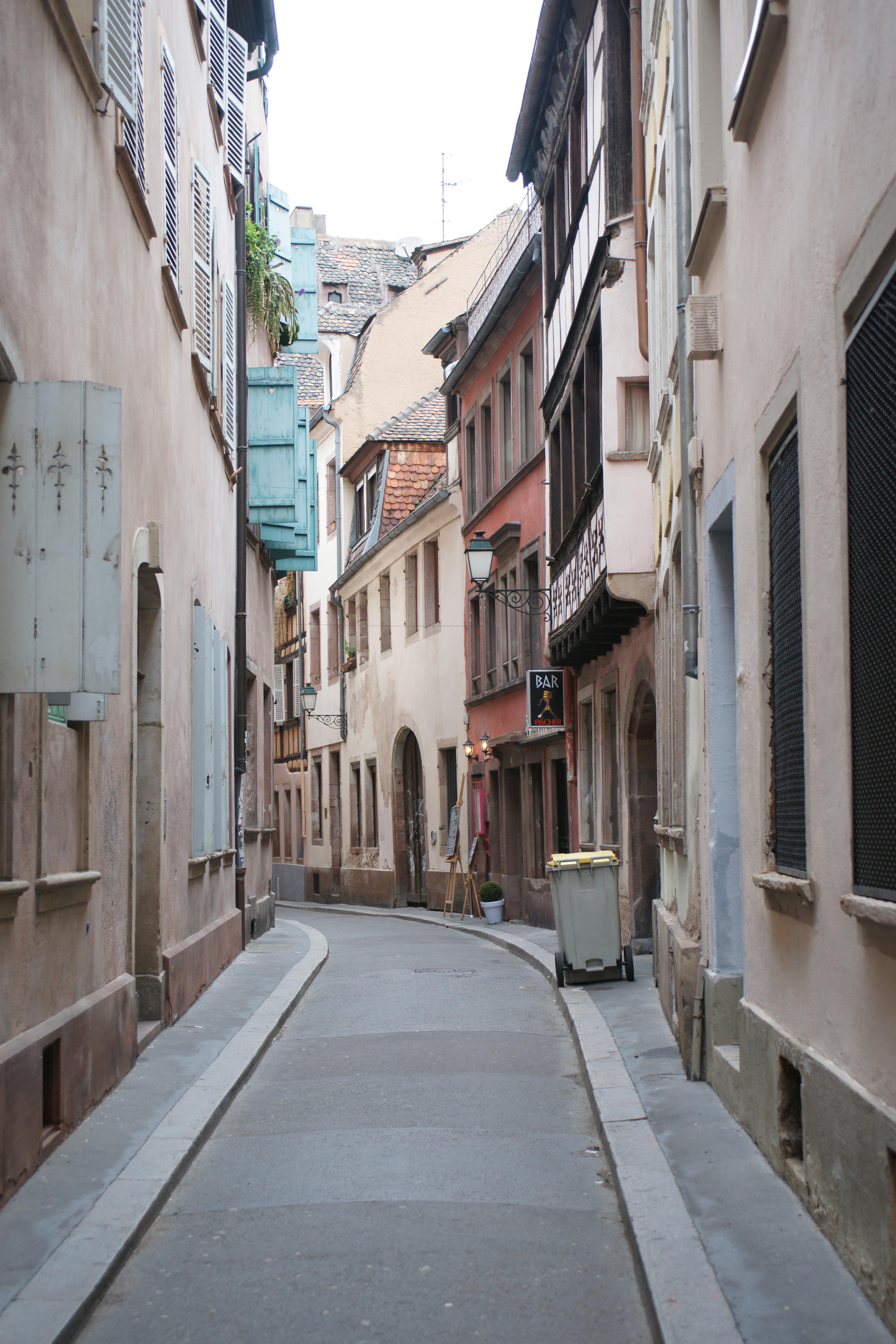 File strasbourg rue du tonnelet rouge 3535222457 jpg for Rue du miroir strasbourg