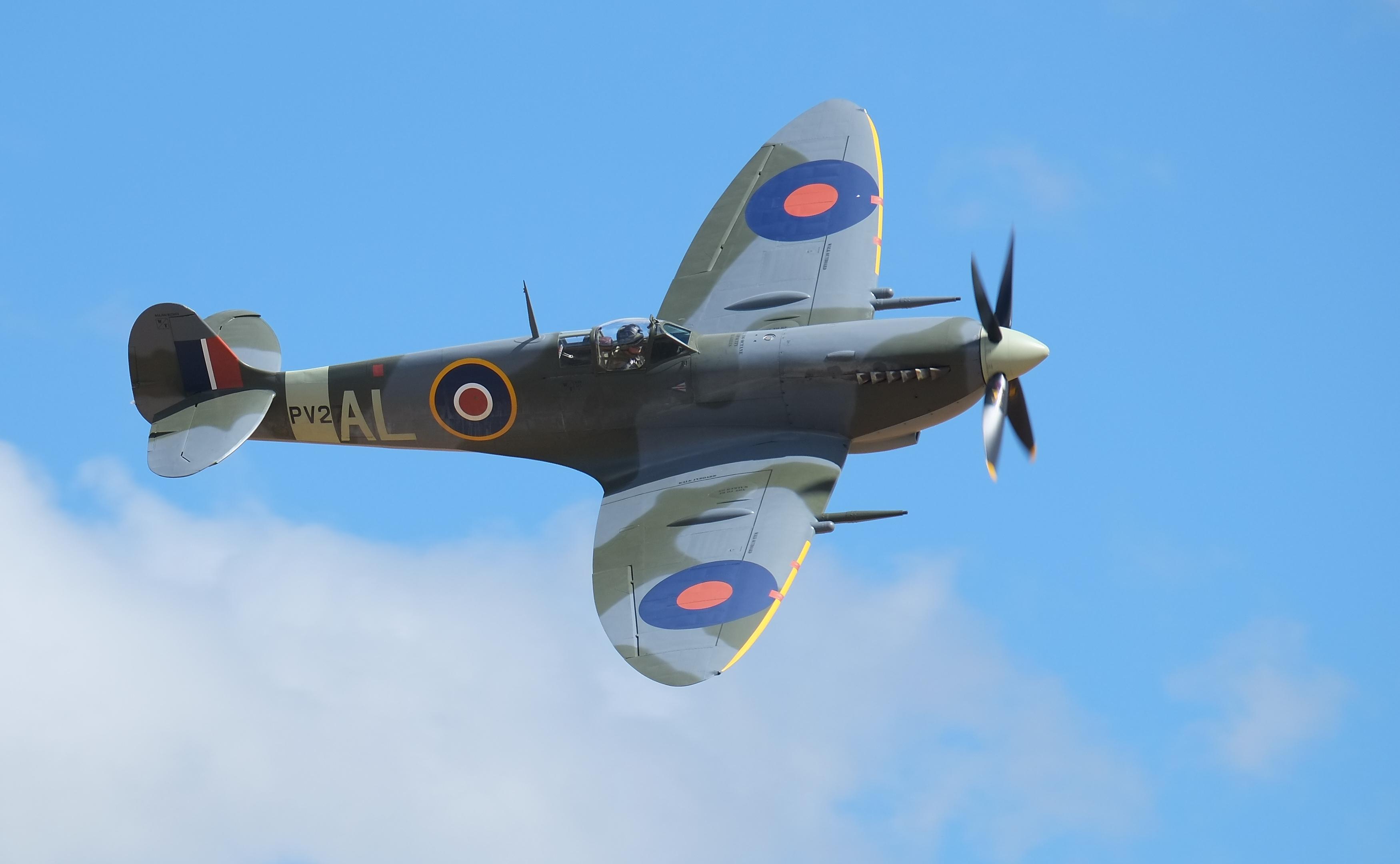 Supermarine Spitfire Mk IX flying past.jpg