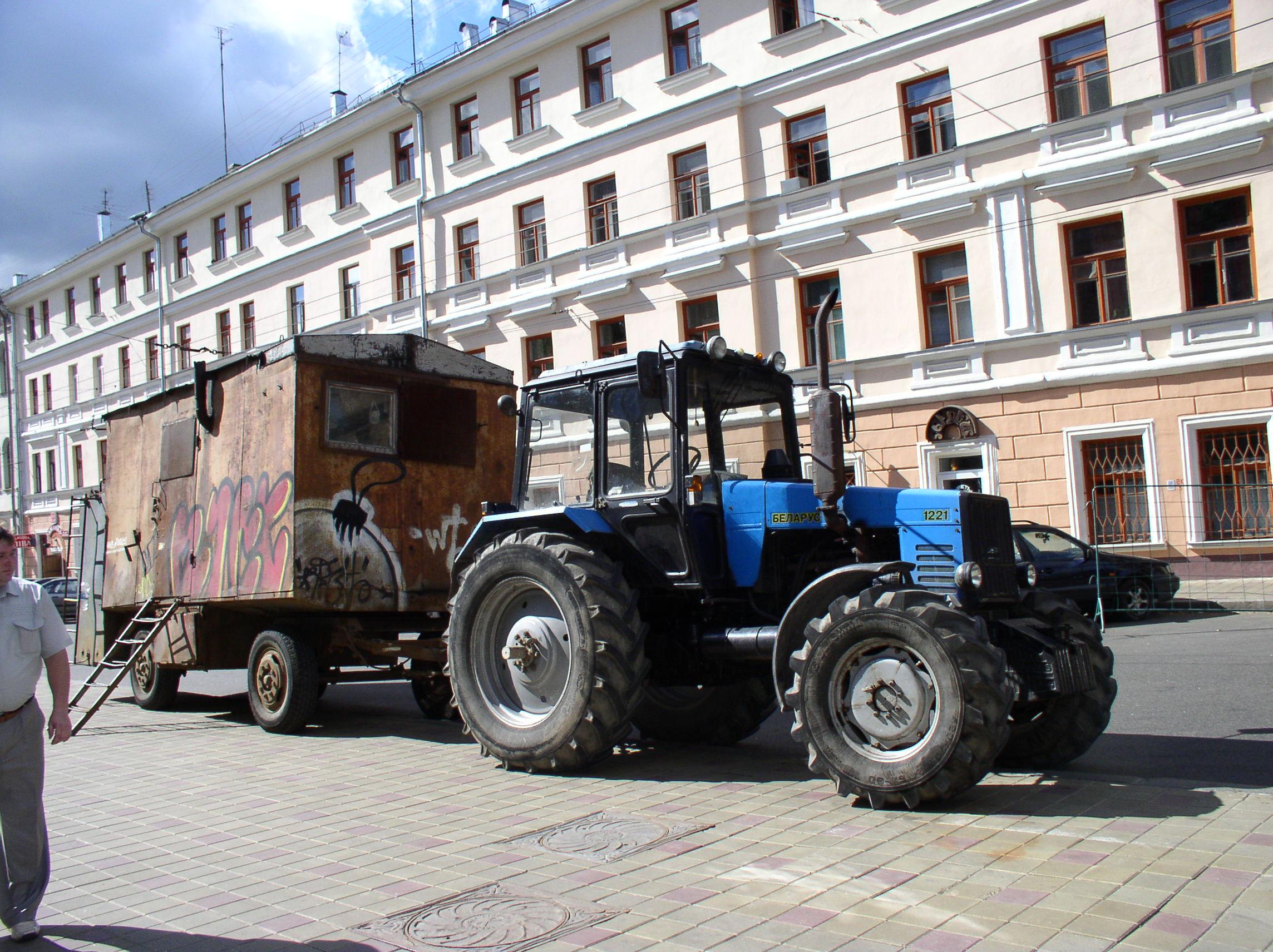 File:Tractor Belarus-1221.jpg