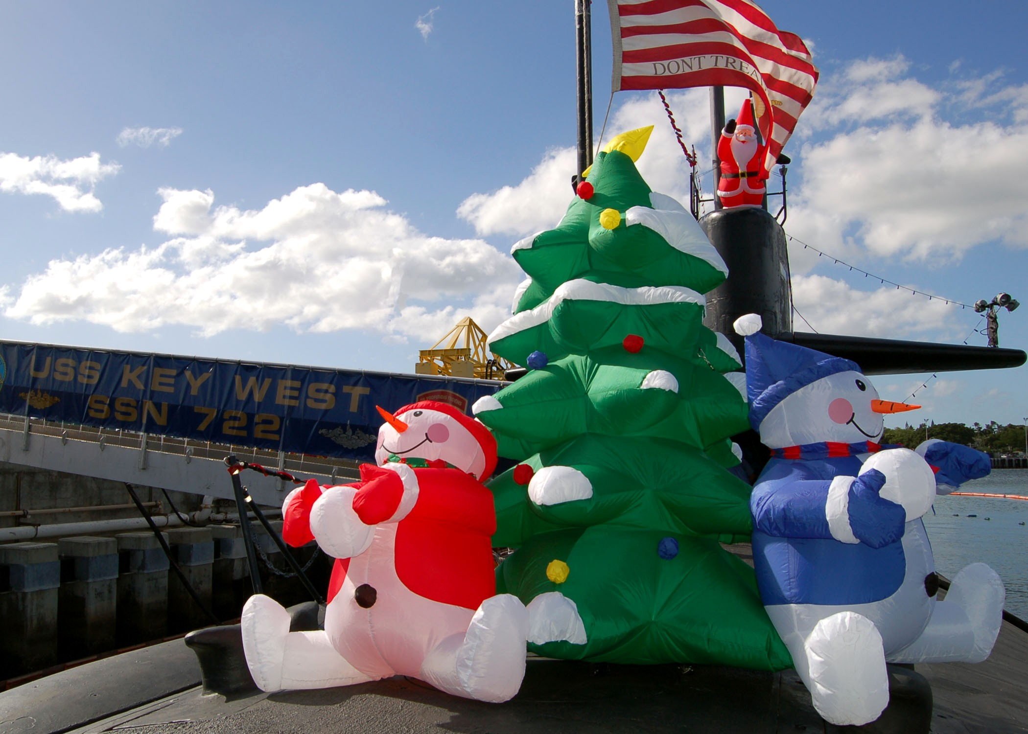 File:US Navy 051213-N-0879R-004 Christmas decorations adorn the deck ...