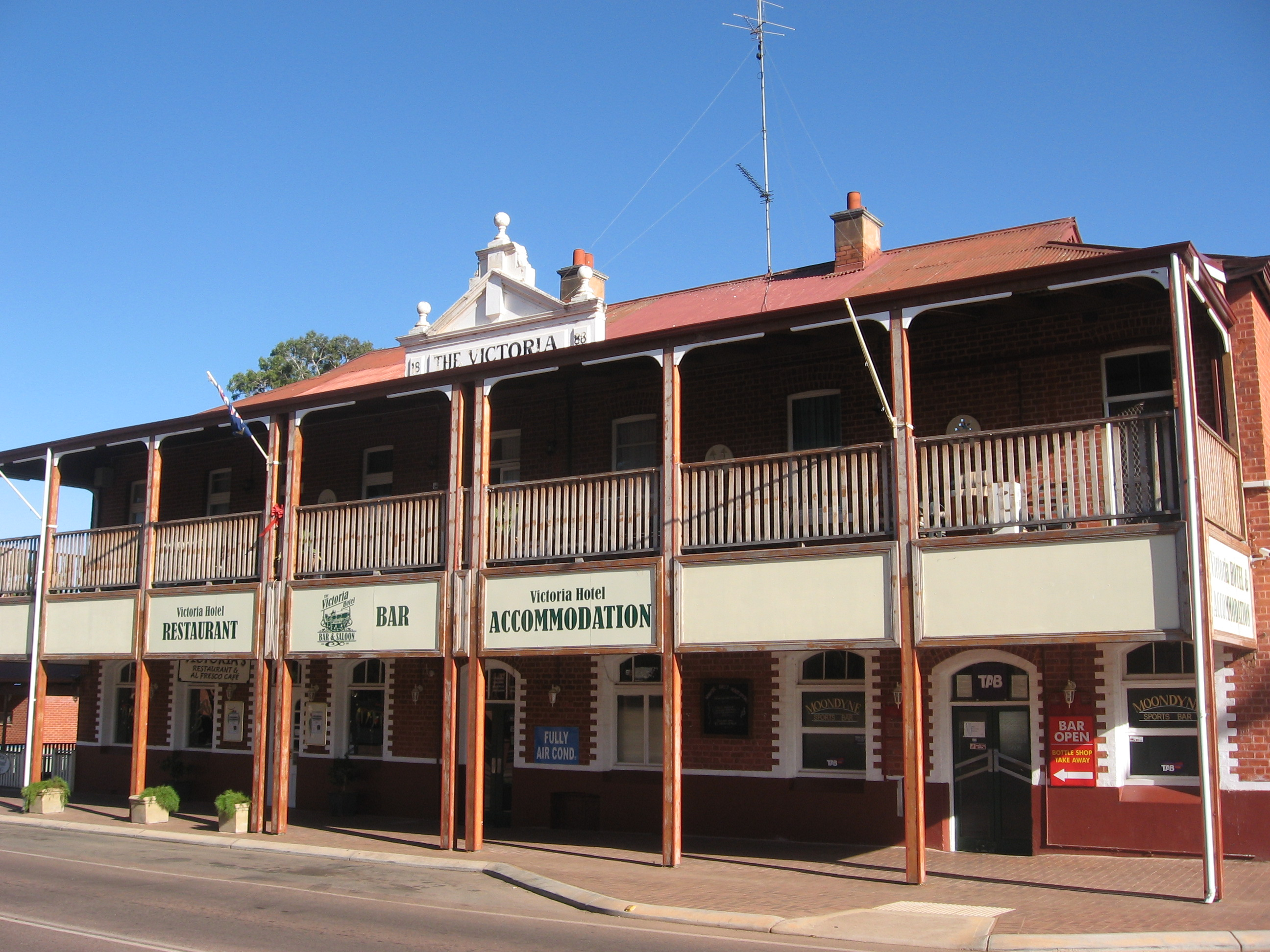 File victoria hotel stirling terrace jpg wikipedia for What is a hotel terrace