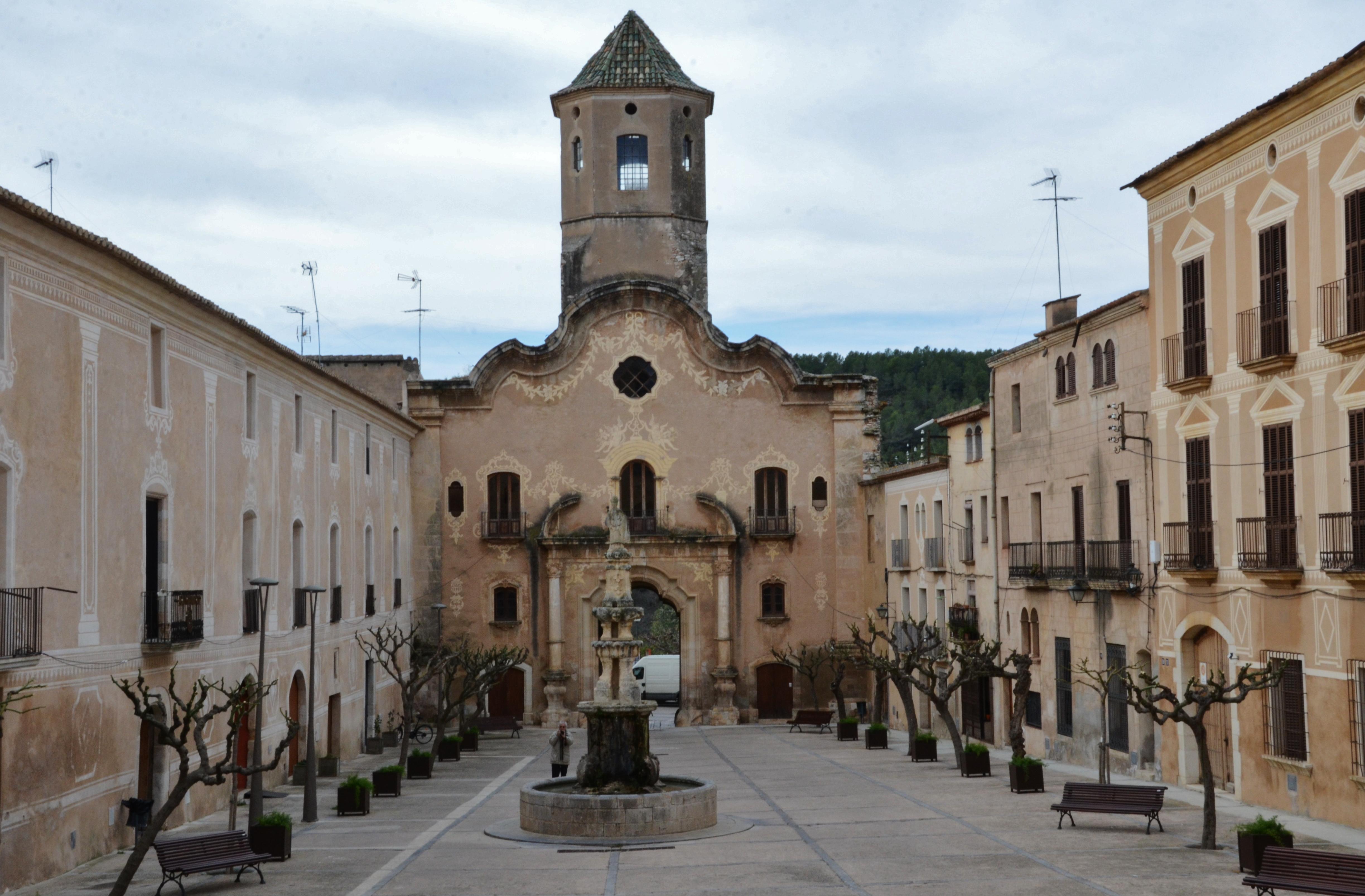 File:WLM14ES - Plaça del Reial Monestir de Santes Creus, Aiguamurcia, Alt Cam...