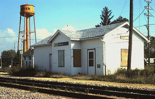 File:Warren (IL) station, September 1990.jpg