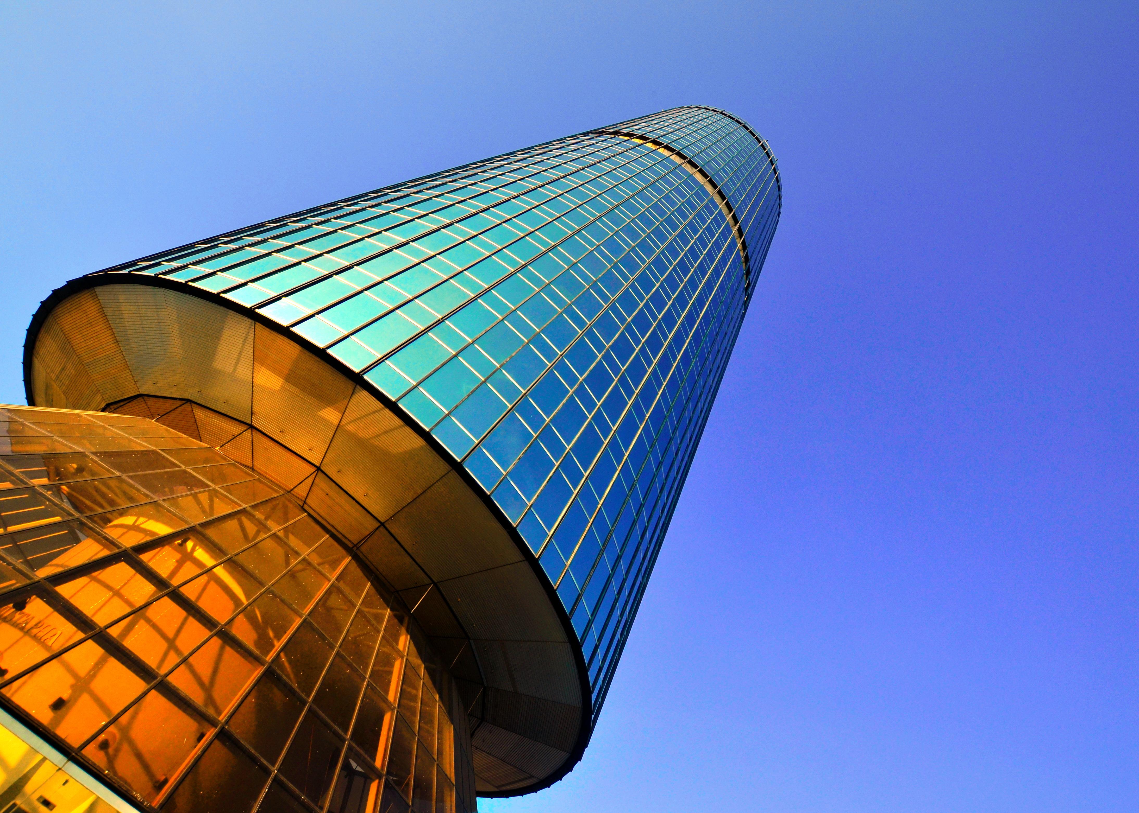 File Yayasan Sabah Tower Image Taken From Worm S Eye View Jpg Wikimedia Commons