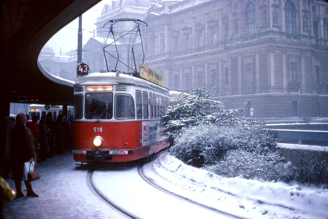 File066l25160180 Endstelle Schottentor Strassenbahn Linie 43 Typ L