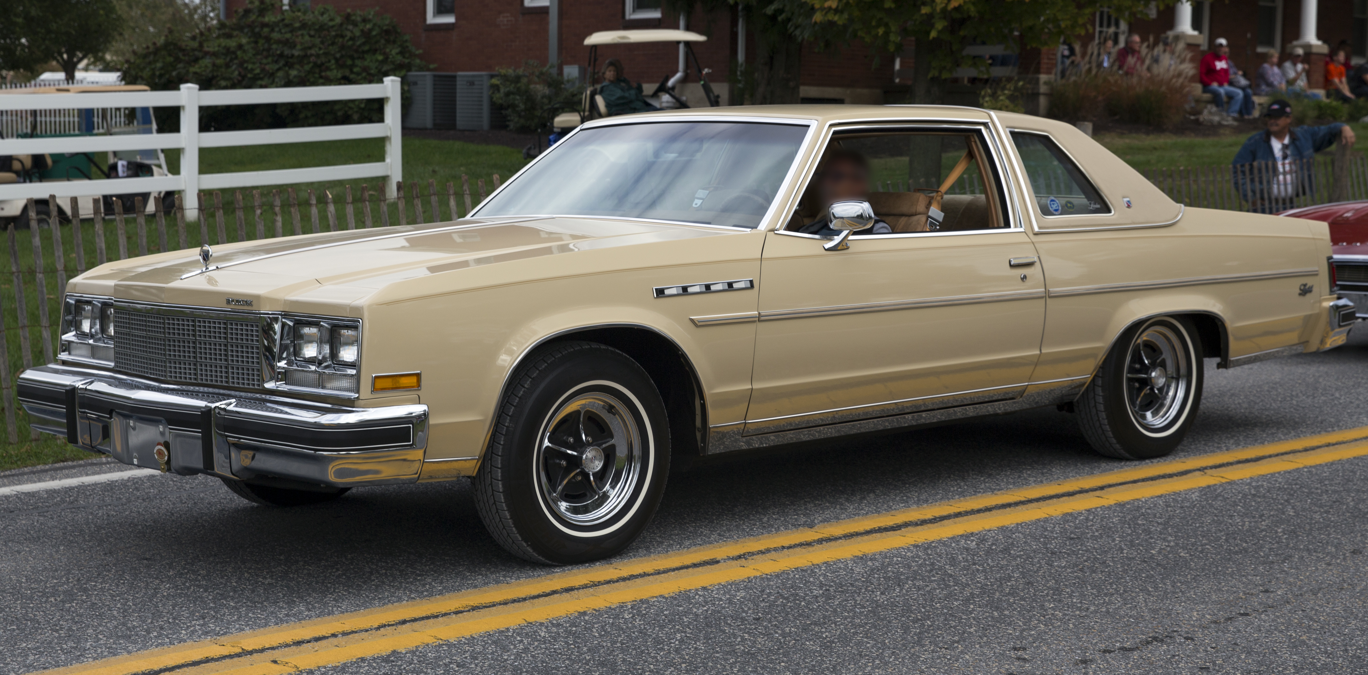 File:1979 Buick Electra Limited Landau Coupe, front left ...