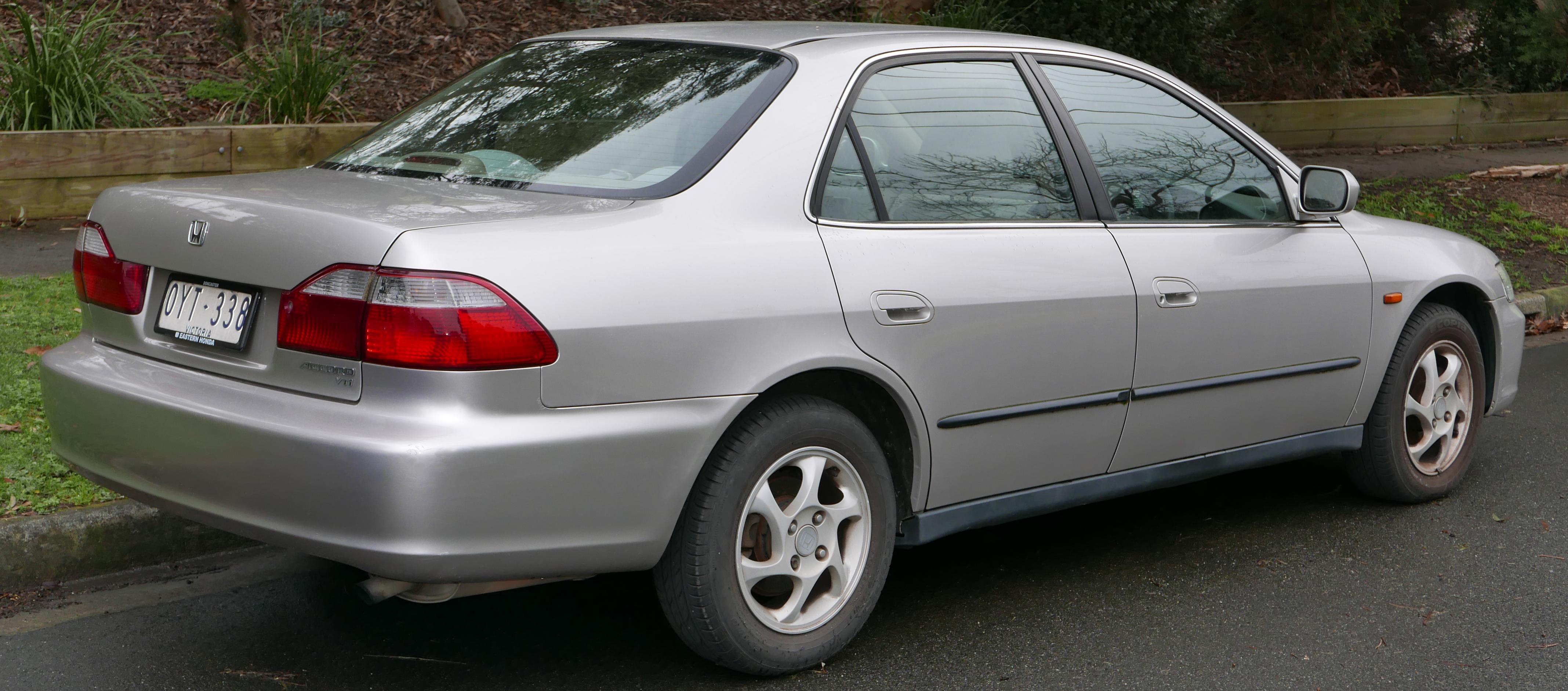 Ficheiro:1998 Honda Accord VTi Sedan (2015 08 07) 02 (