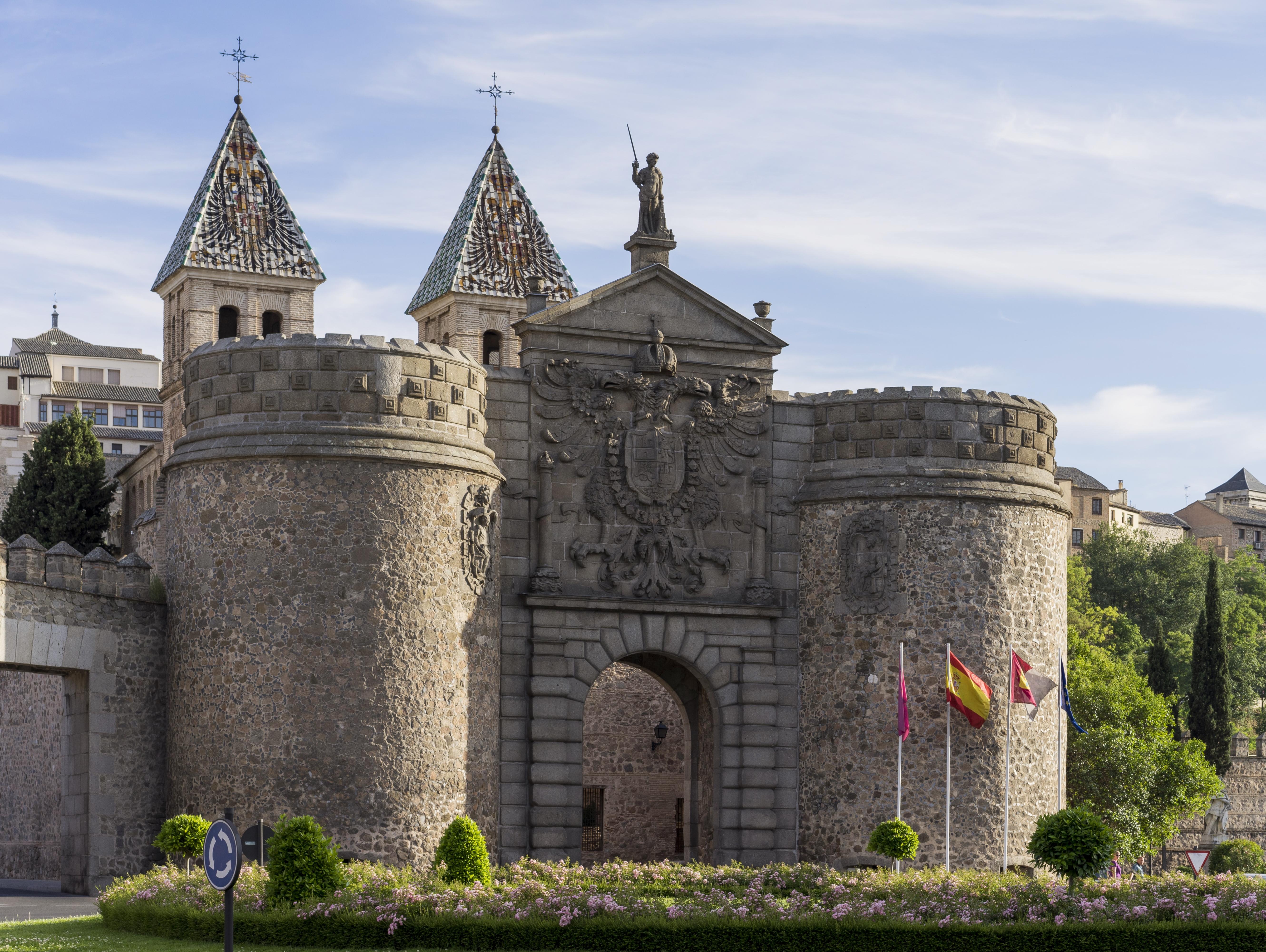 Archivo 1 puerta de bisagra toledo 2014 cropped jpg for Shoko puerta de toledo