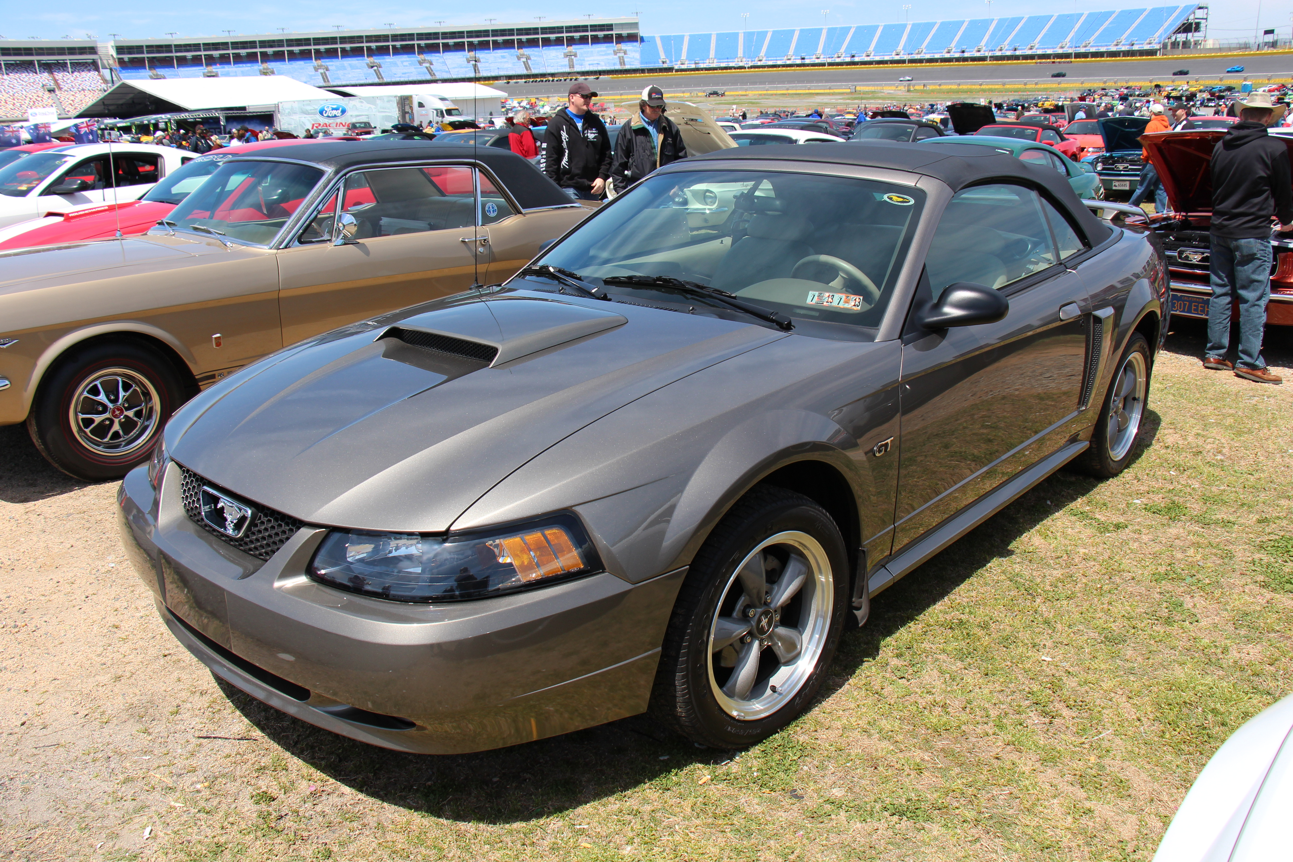 File 2001 Ford Mustang Gt Convertible 14398941136 Jpg