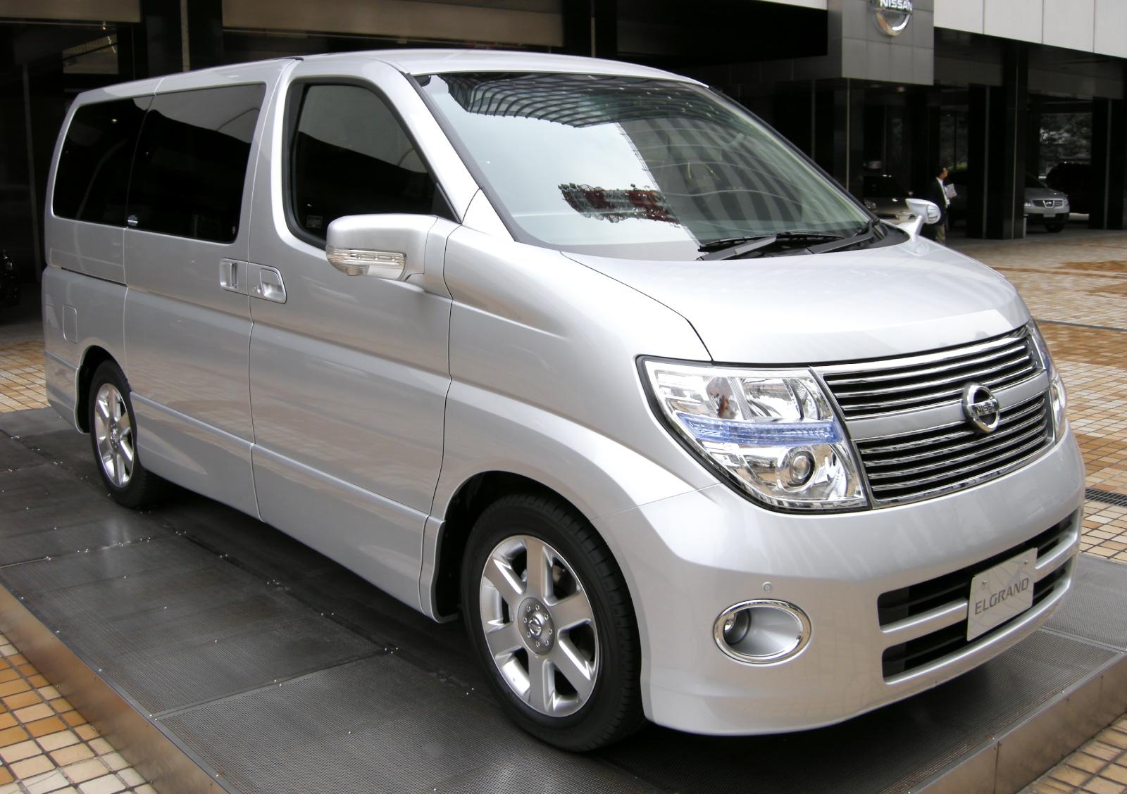 2007_Nissan_Elgrand.JPG
