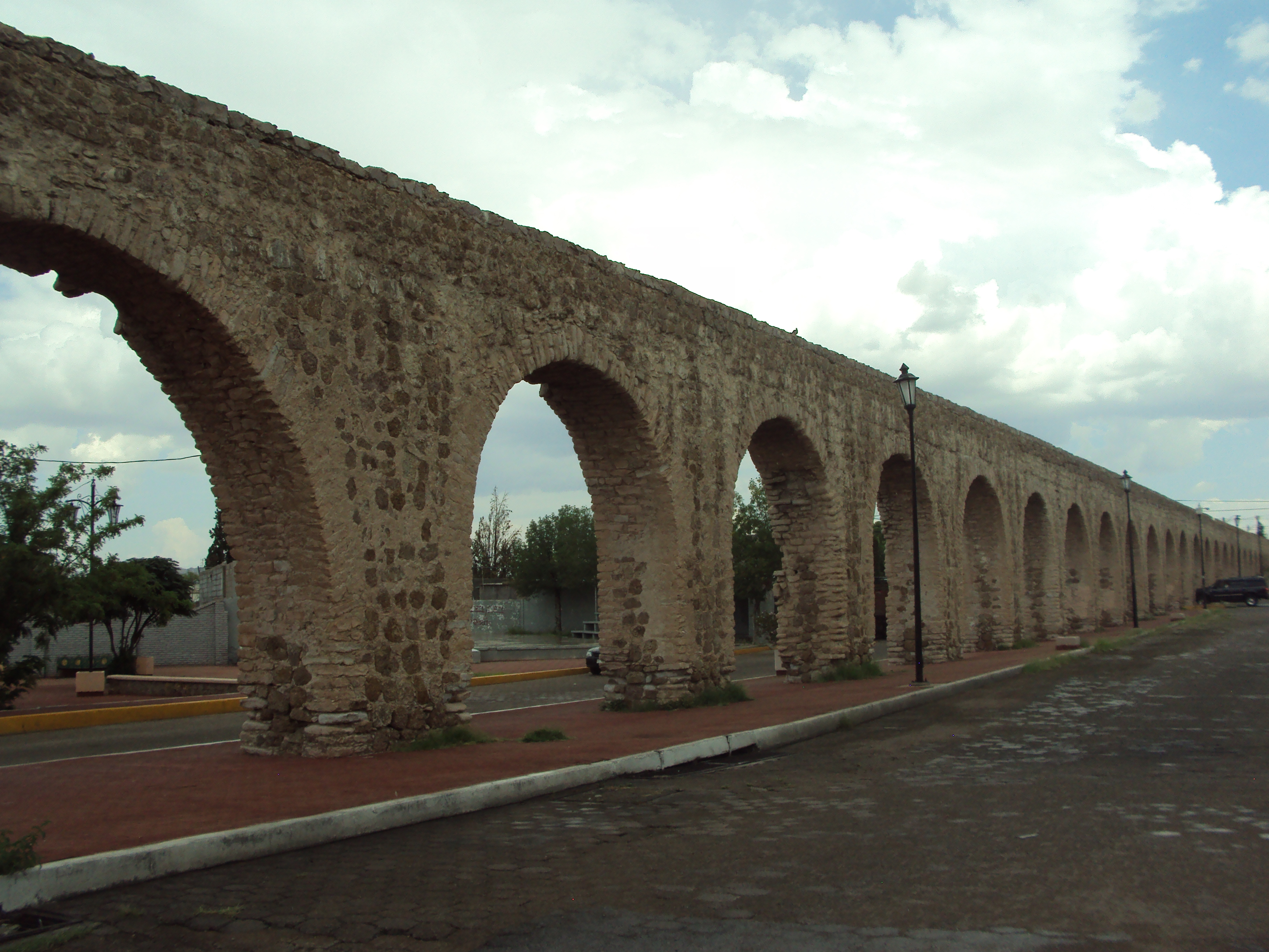 File:Acueducto de Chihuahua - 01.JPG - Wikimedia Commons