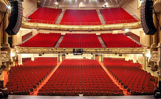 Theatre Mogador's auditorium Housing 1600 seats (Orchestra: 787 seats, Boxes: 432 seats and Balconies: 381 seats together) Auditorium of Theatre Mogador.jpg
