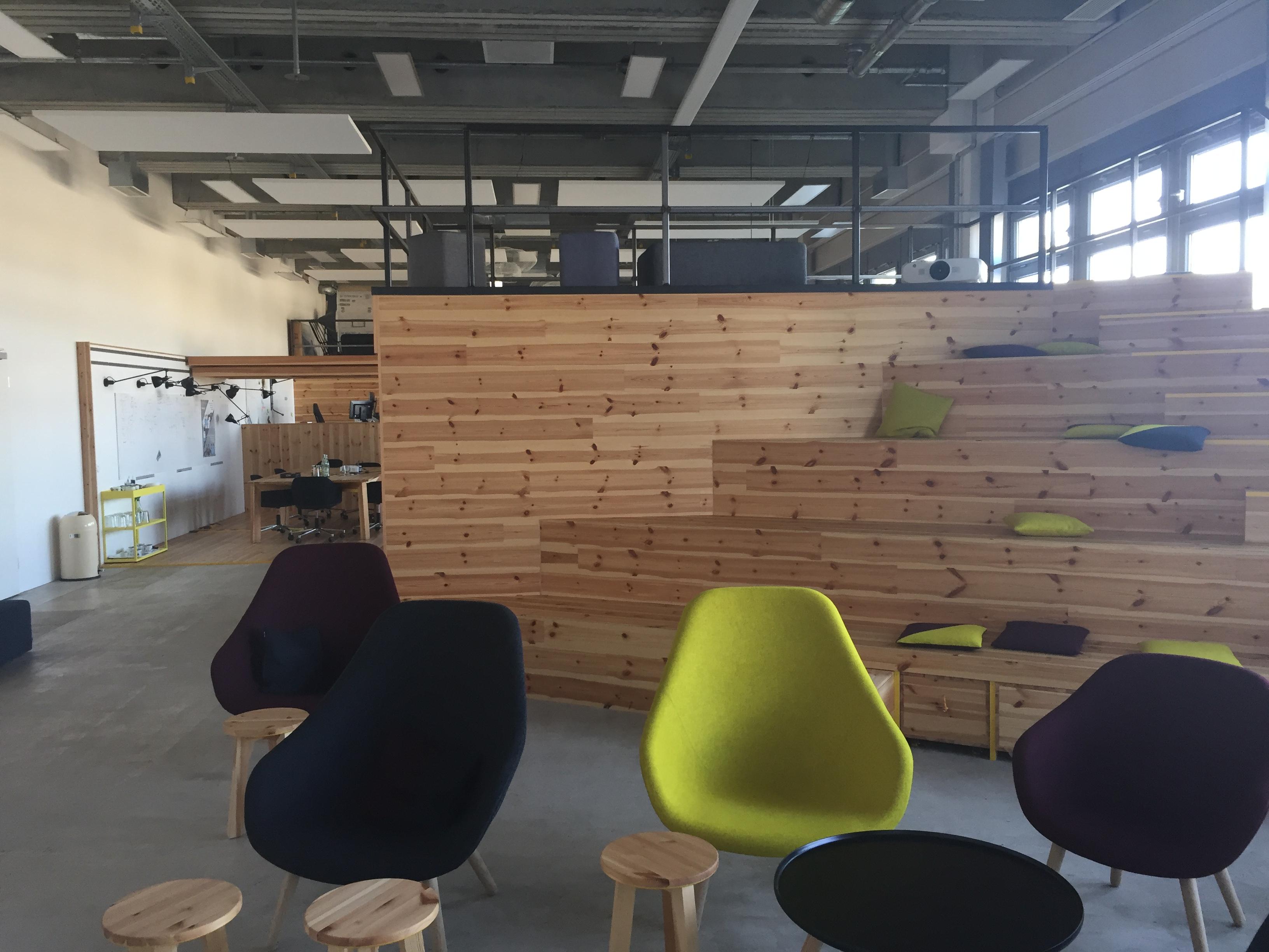 Genial File:BMW Startup Garage Office 2