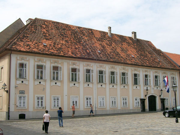 http://upload.wikimedia.org/wikipedia/commons/2/27/Banski_dvori.jpg