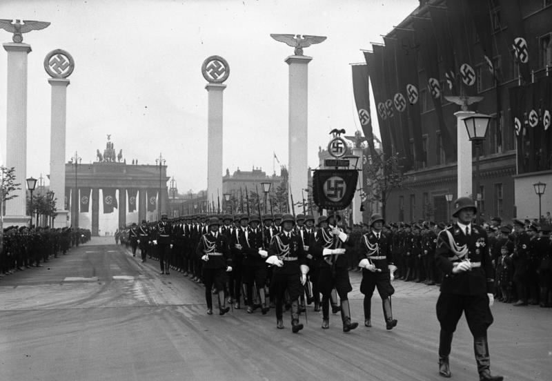 Bundesarchiv Bild 102-00089, Berlin, Parade zum 50. Geburtstag Hitlers.jpg