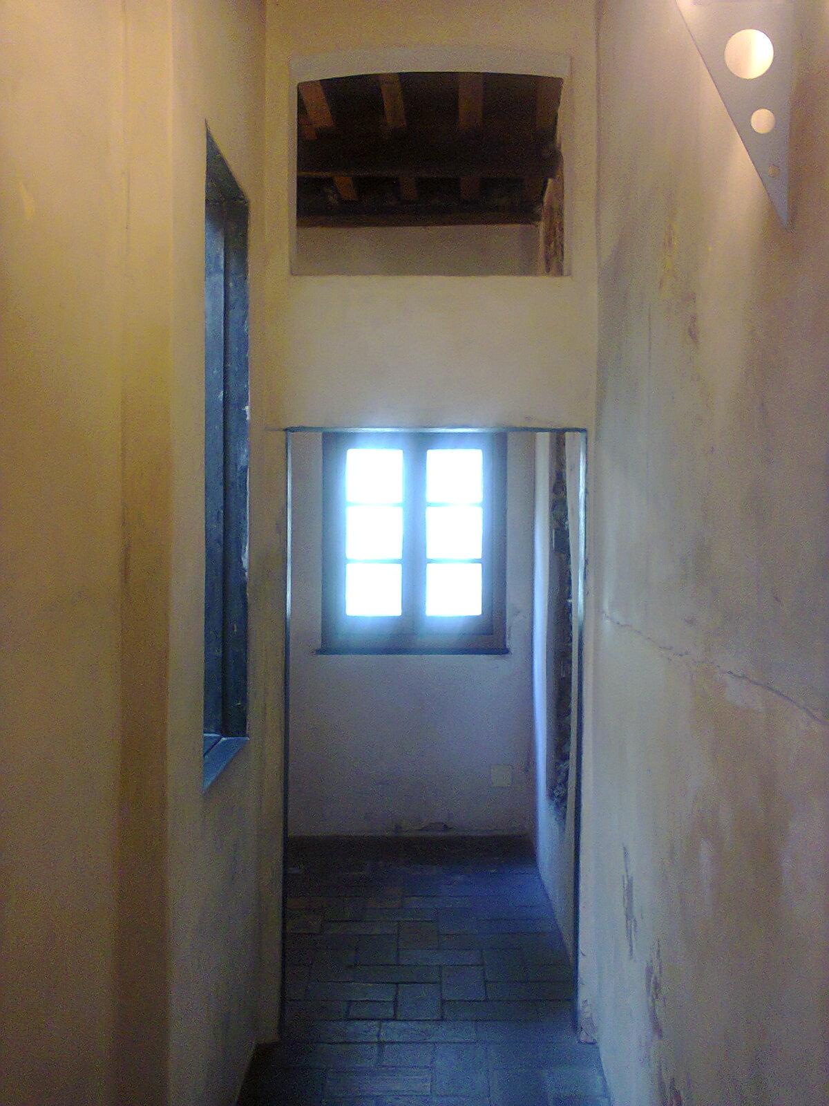 File casa di colombo primo wikimedia commons for Casa al secondo piano