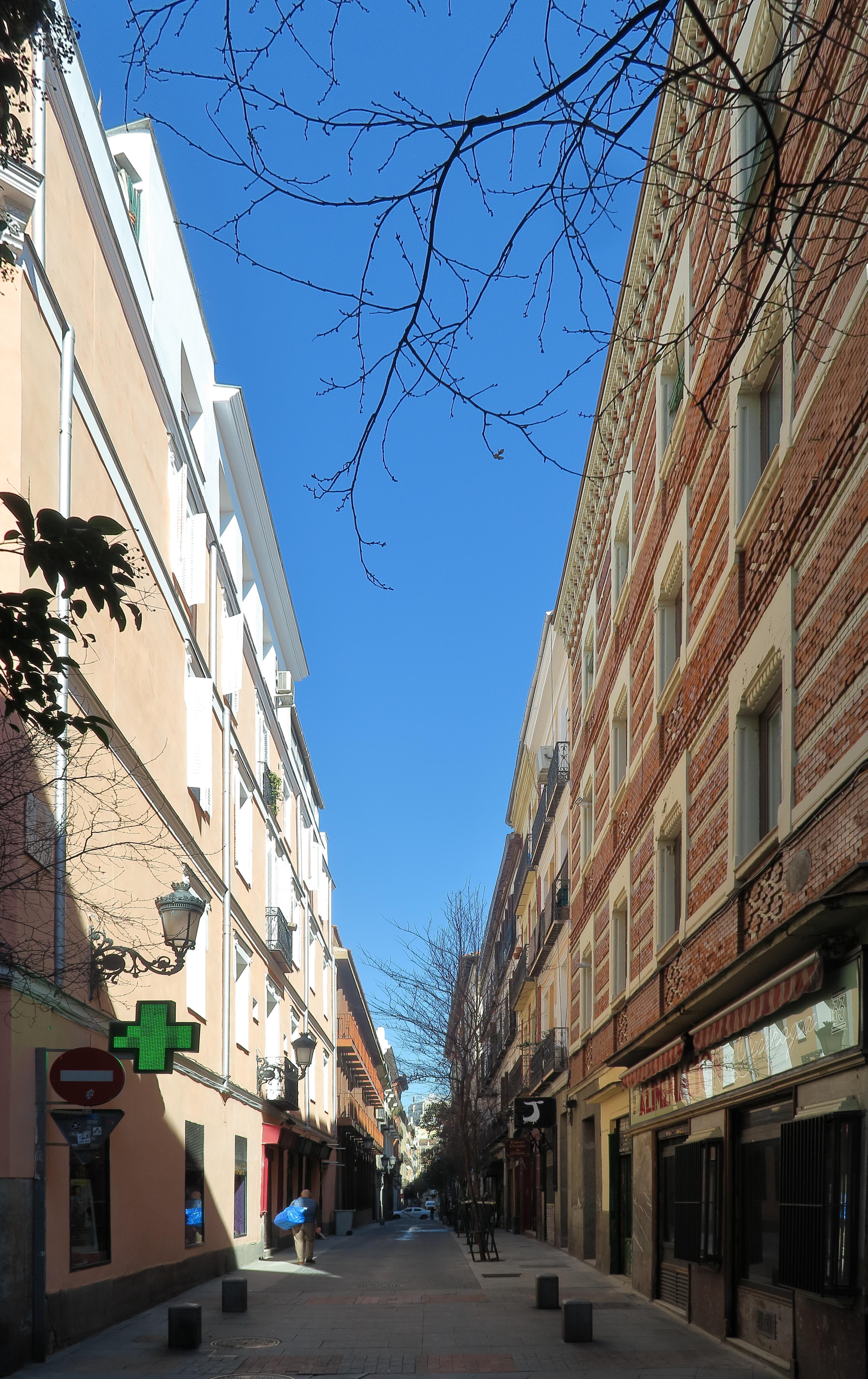 file calle de echegaray desde la calle